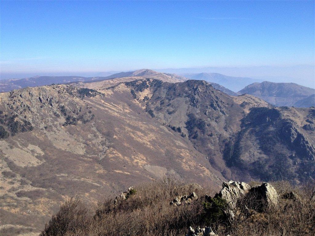 Uno sguardo a est dal monte Rama
