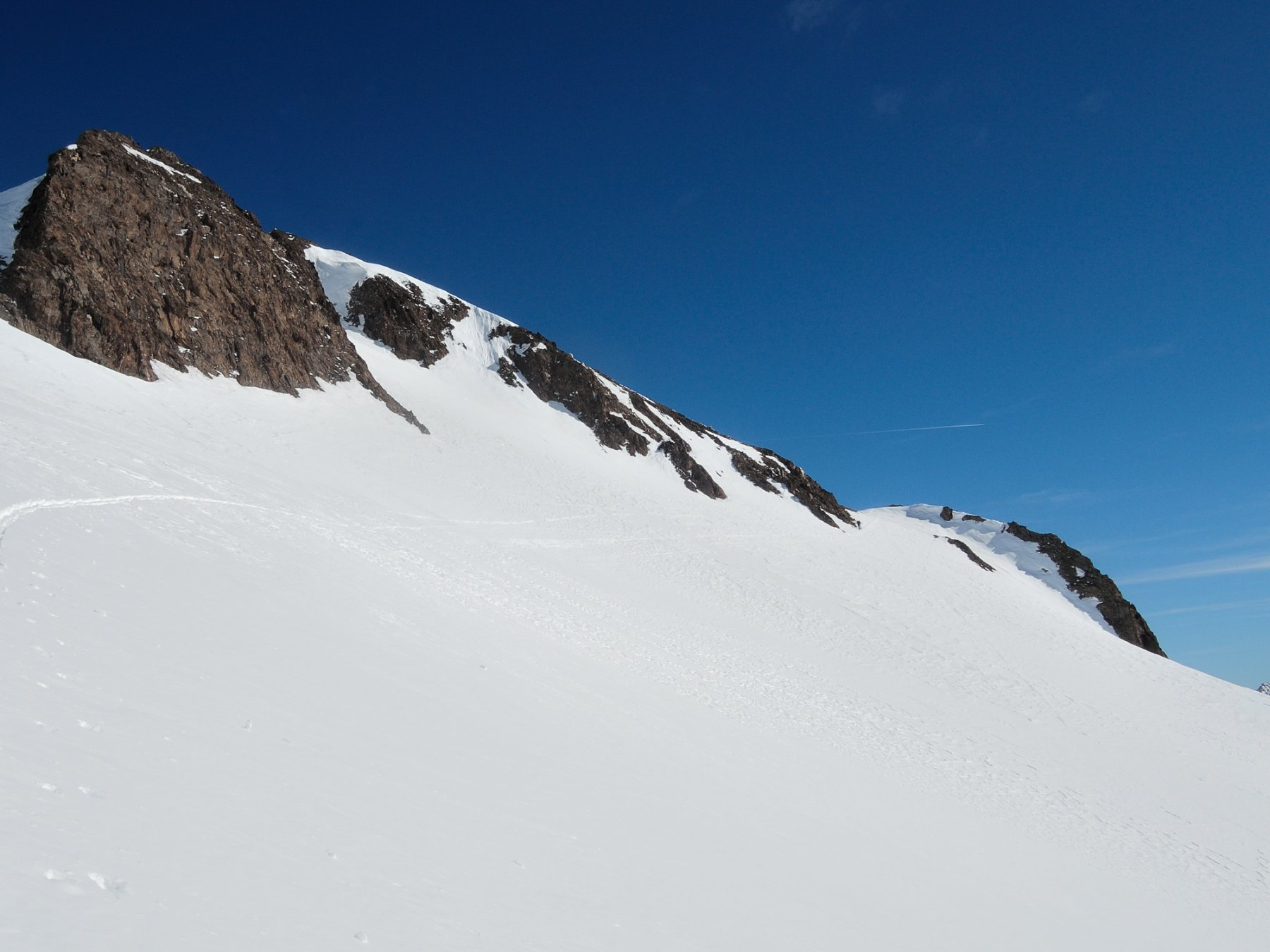 Il traverso che conduce alla terrazza rocciosa sotto la cima