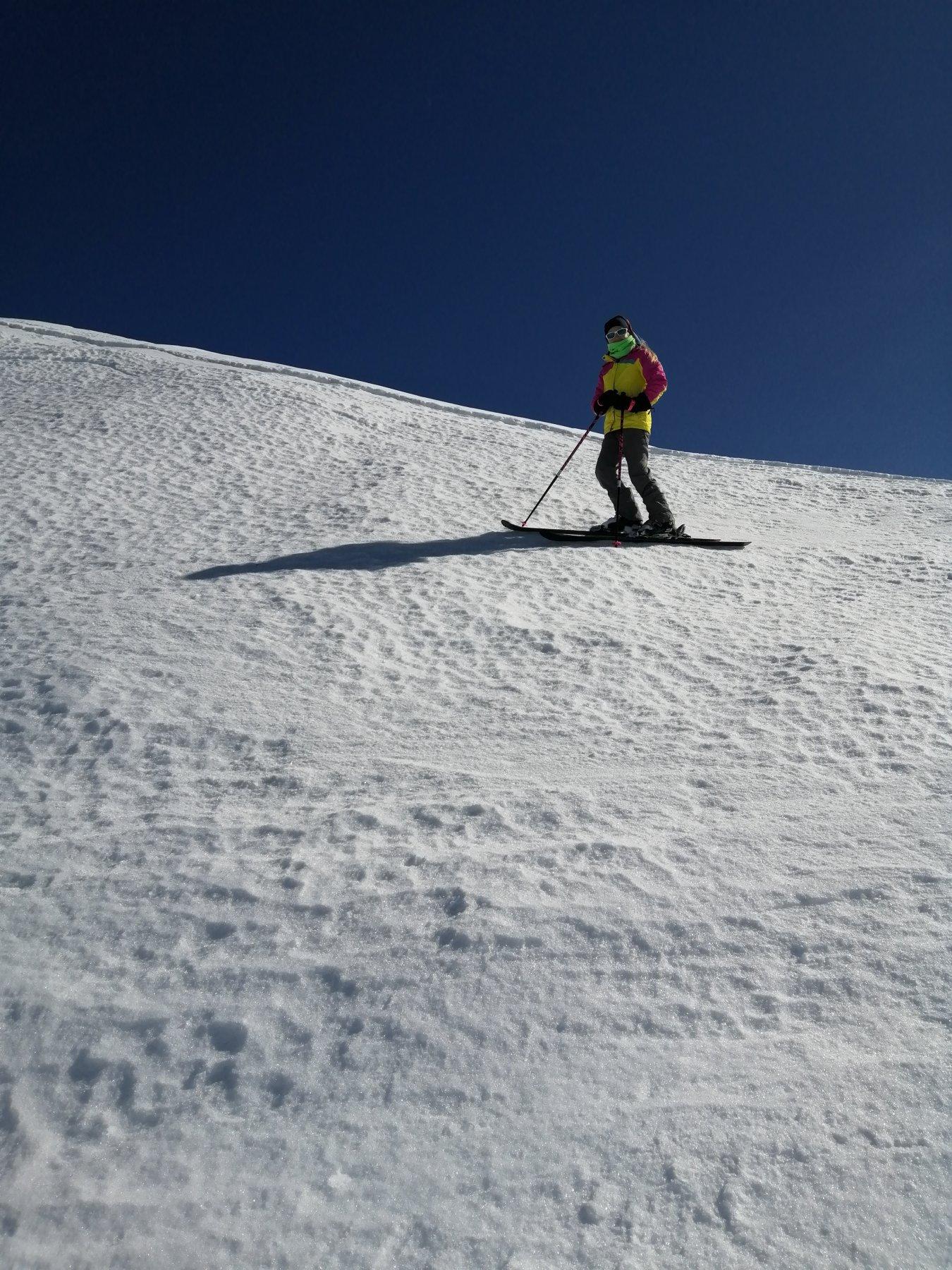 Giovane scialpinista