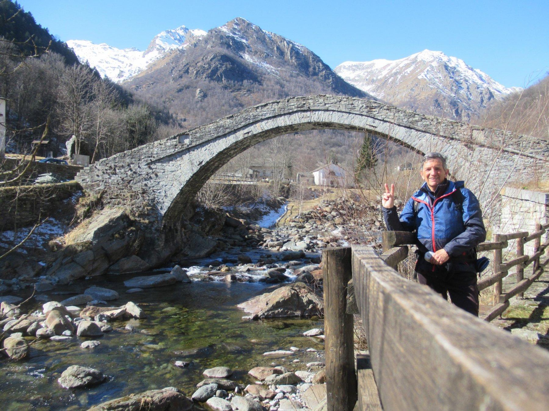 Fondo con il suo caratteristico ponte