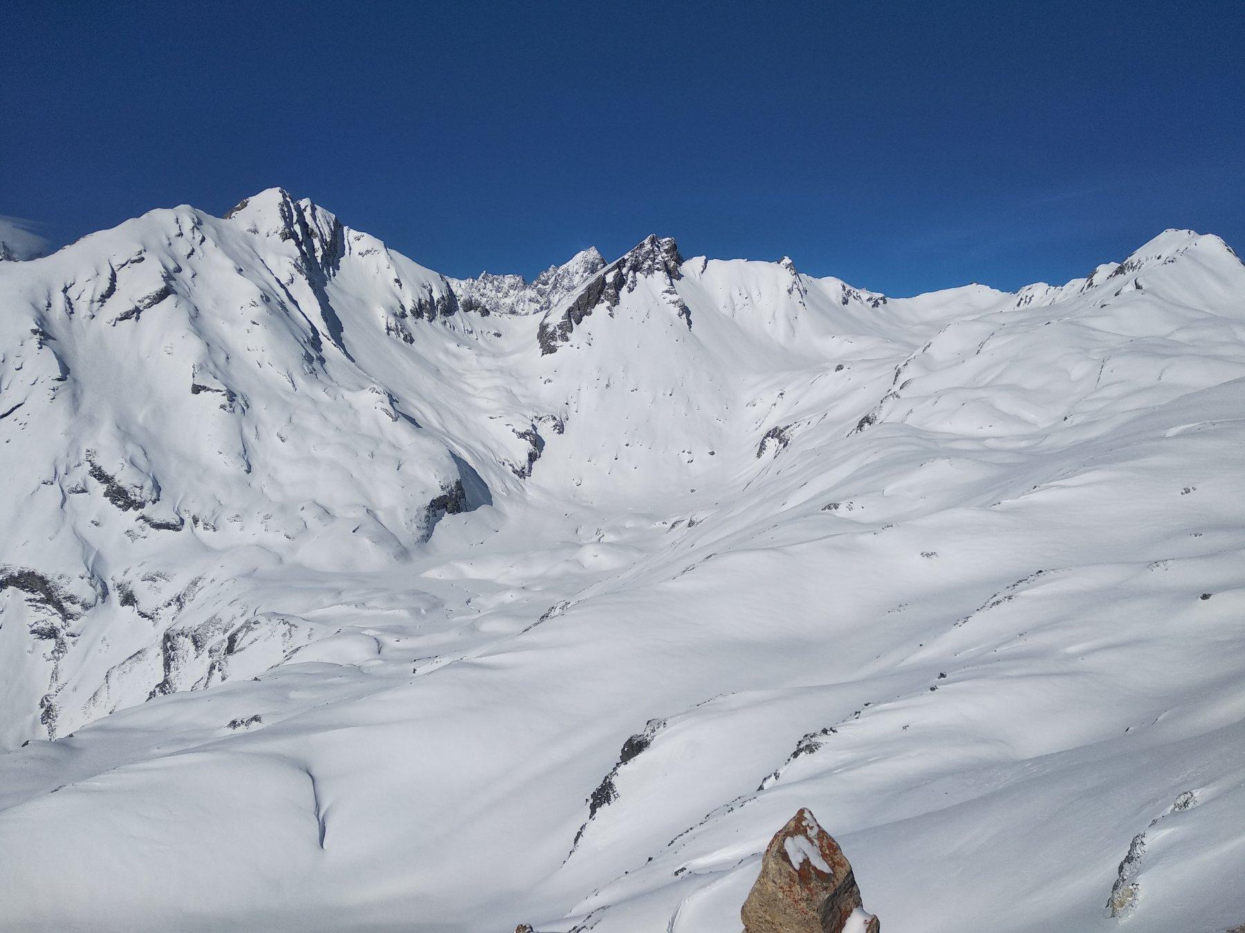 Bellissimo il vallone di Planaval , in fondo Grand rochere, artanavaz e gran creton