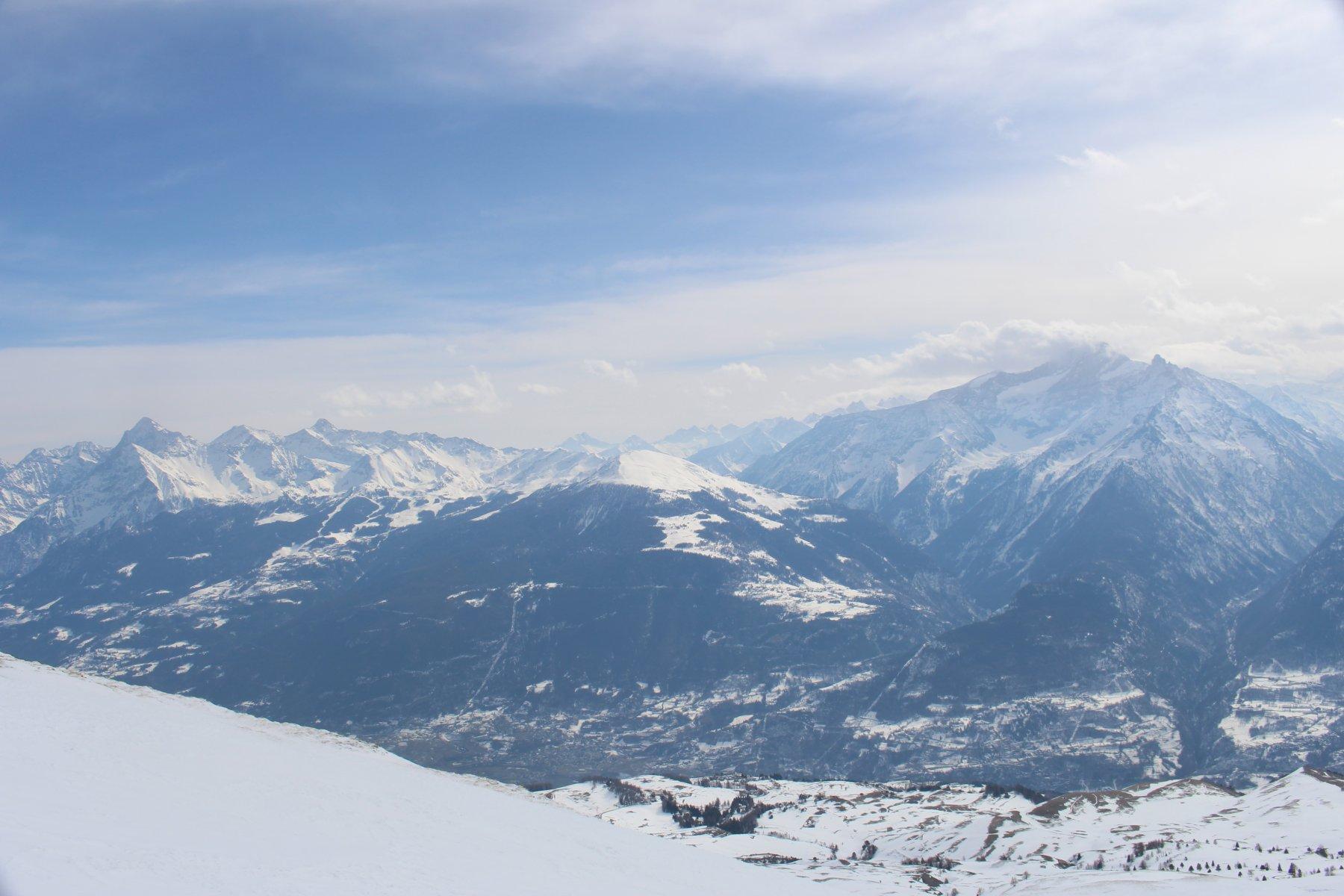panorama su conca di Aosta, Grivola, Pointe de la Pierre, Emilius, Tersiva