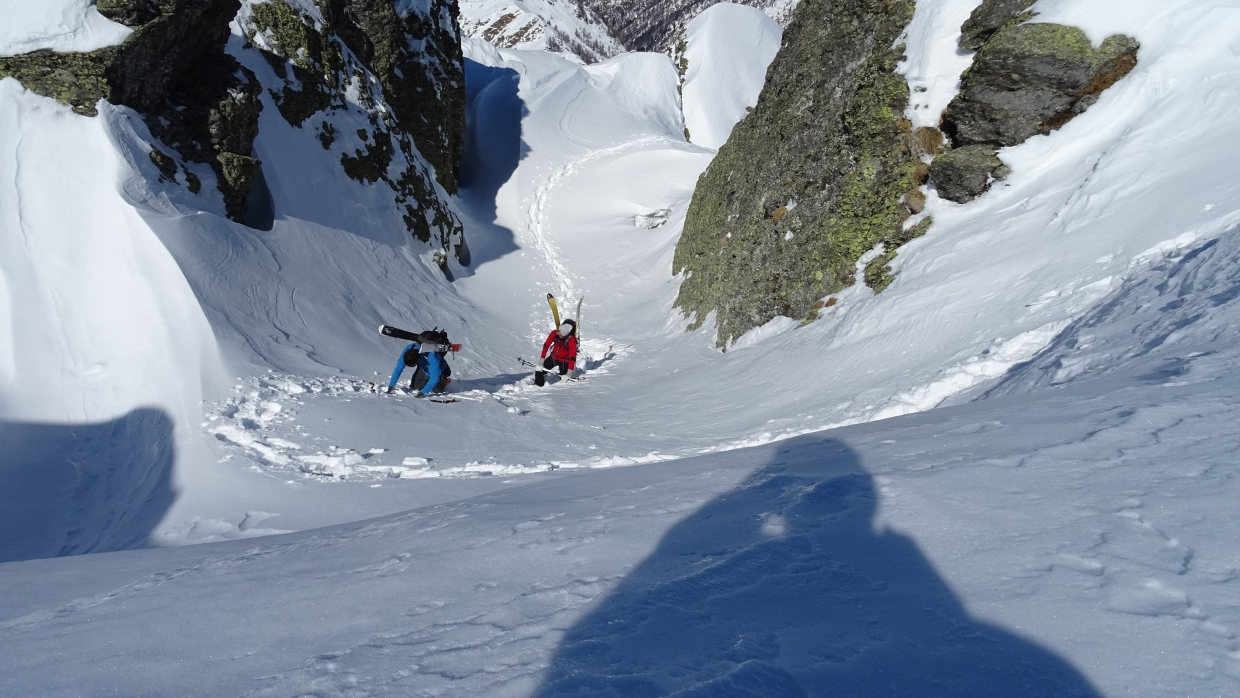 Dopo 10 min. arrivano anche i due giovani ski alp incontrati sulla salita.