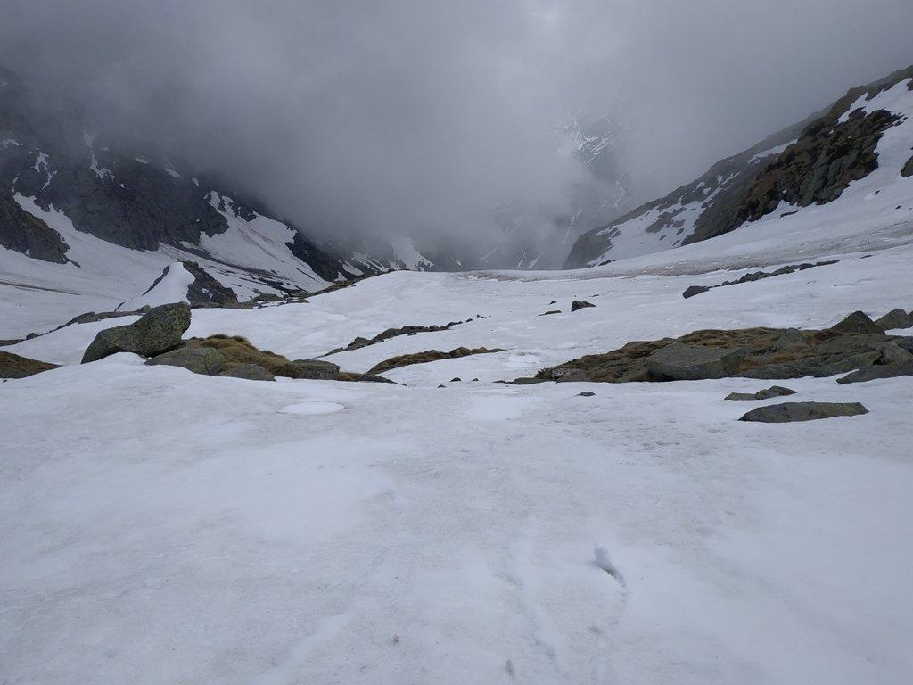 Innevamento sotto quota 2400 m nella valleta dei Corni.