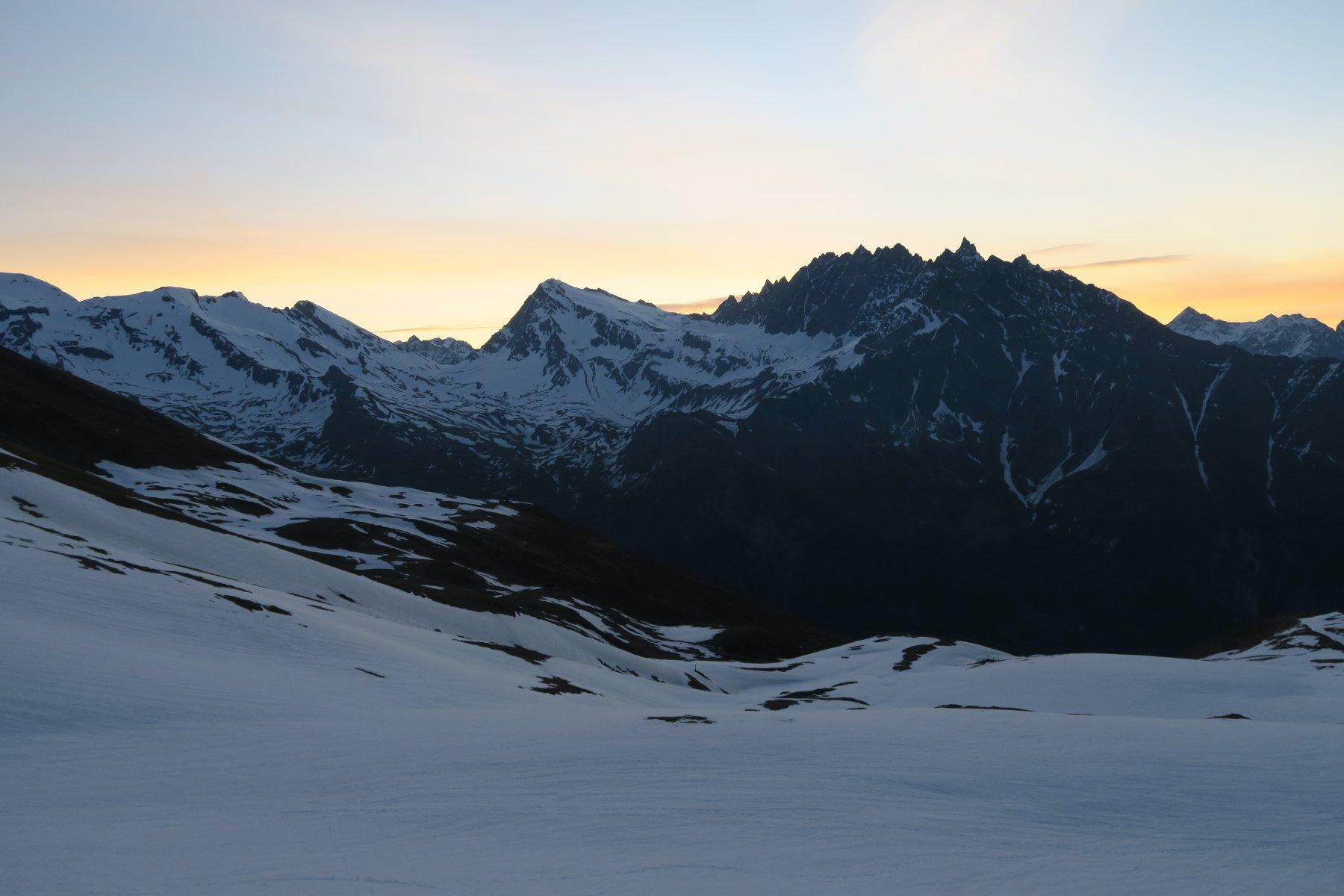 il cielo si colora sopra il Mont Gelé