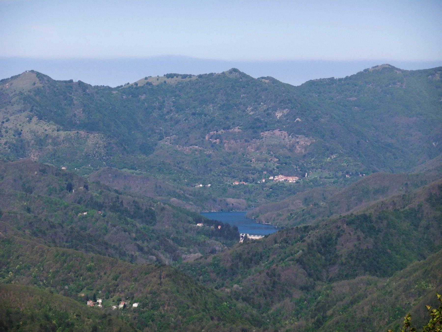 Antola e Lago del Brugneto dal Monte Collere