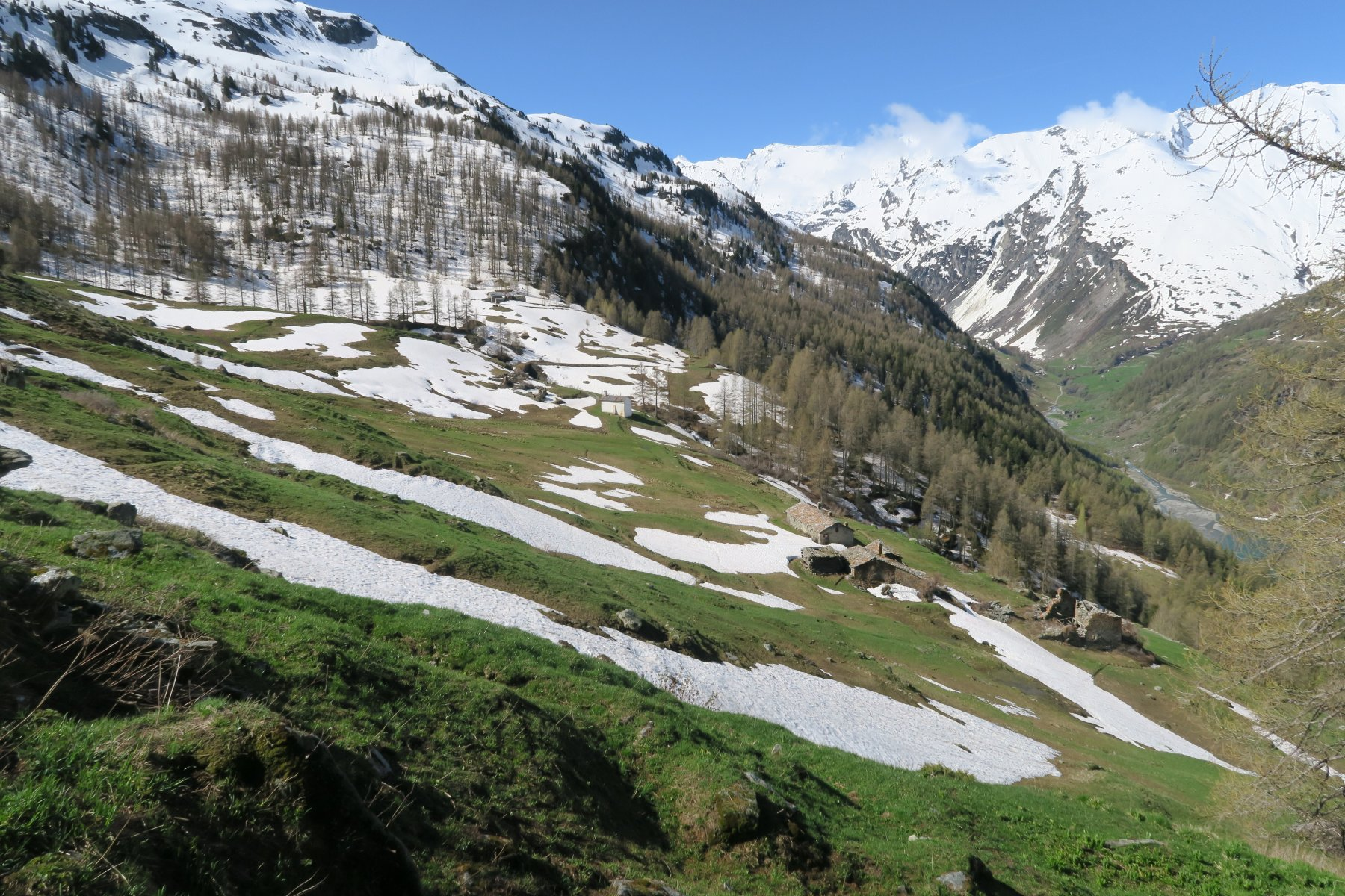 il villaggio di Prariond all'inizio del vallone di Plontaz