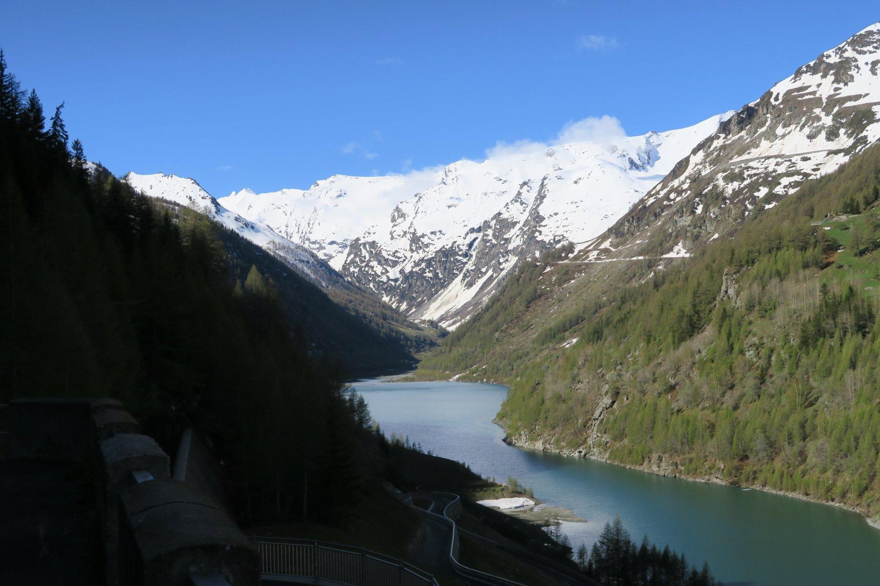 il lago dal piazzale della diga