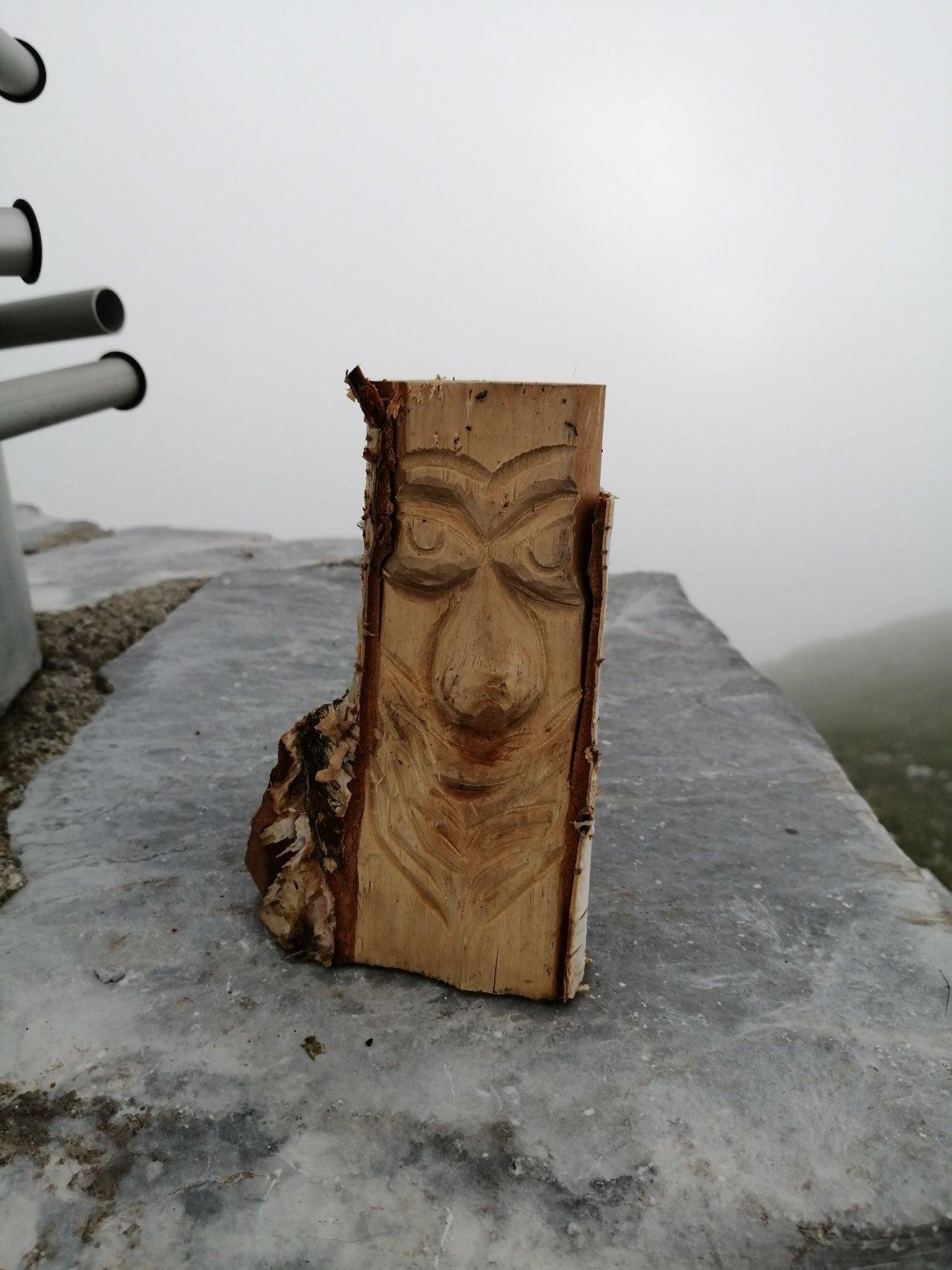 Simpatica scultura all'arrivo in cima