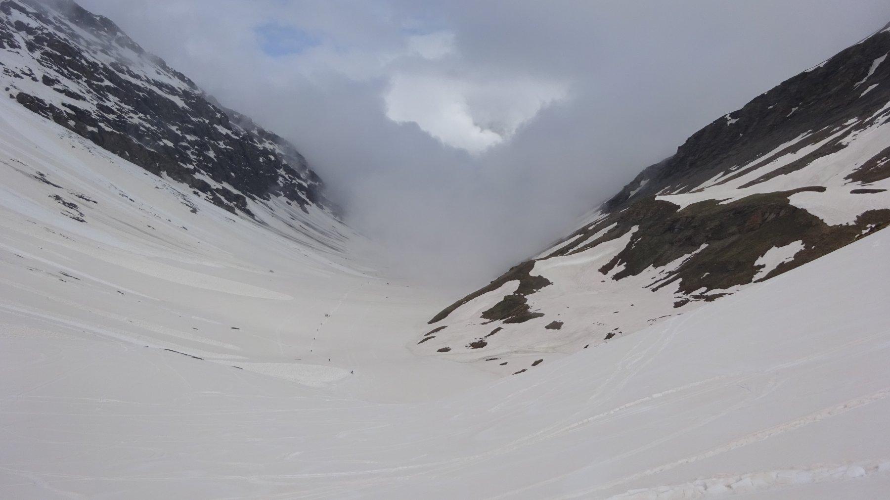 Qualche squarcio tra le nuvole nel vallone di Almiane
