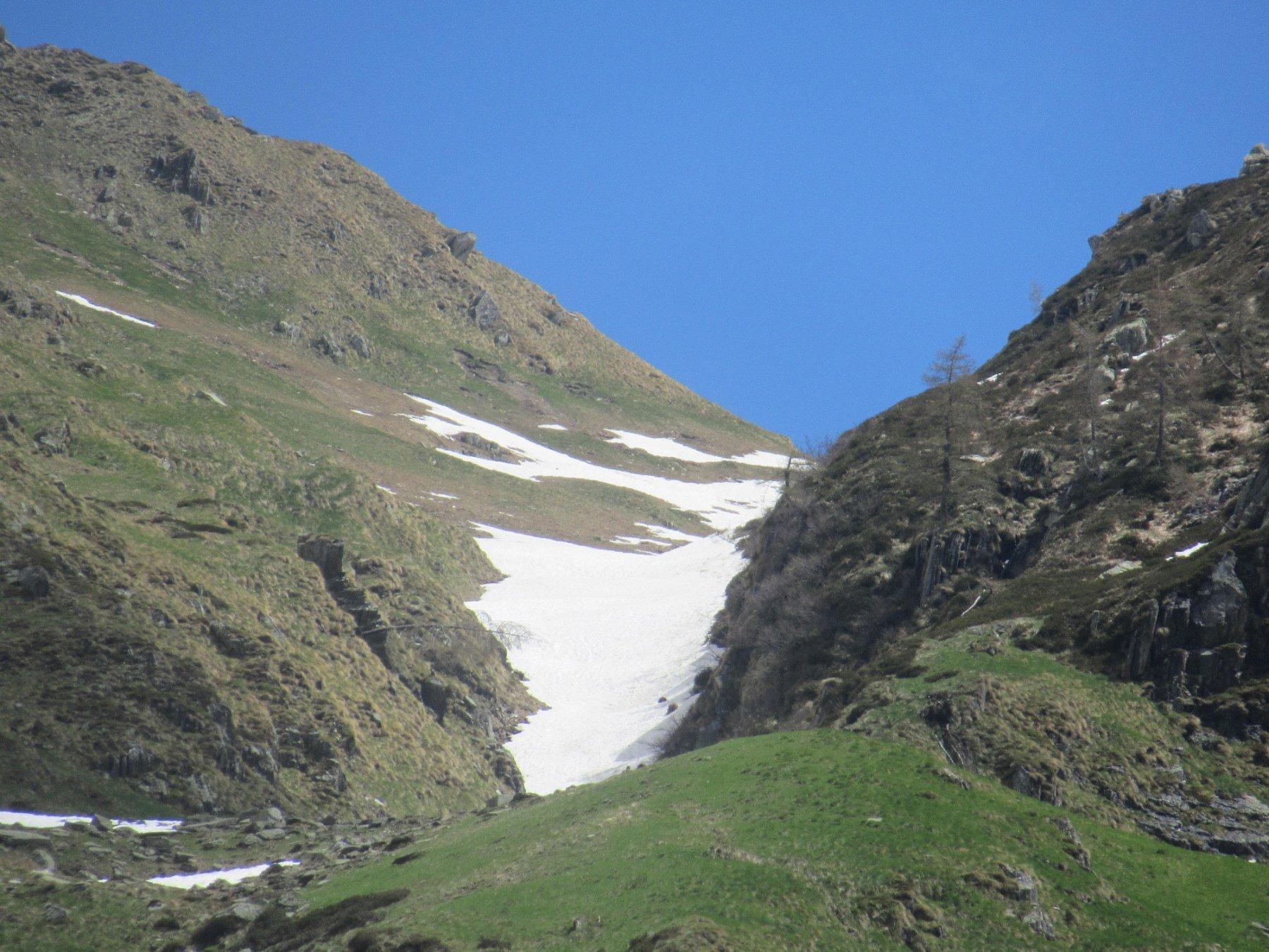 Ancora un po' di neve al Colle d'Egua