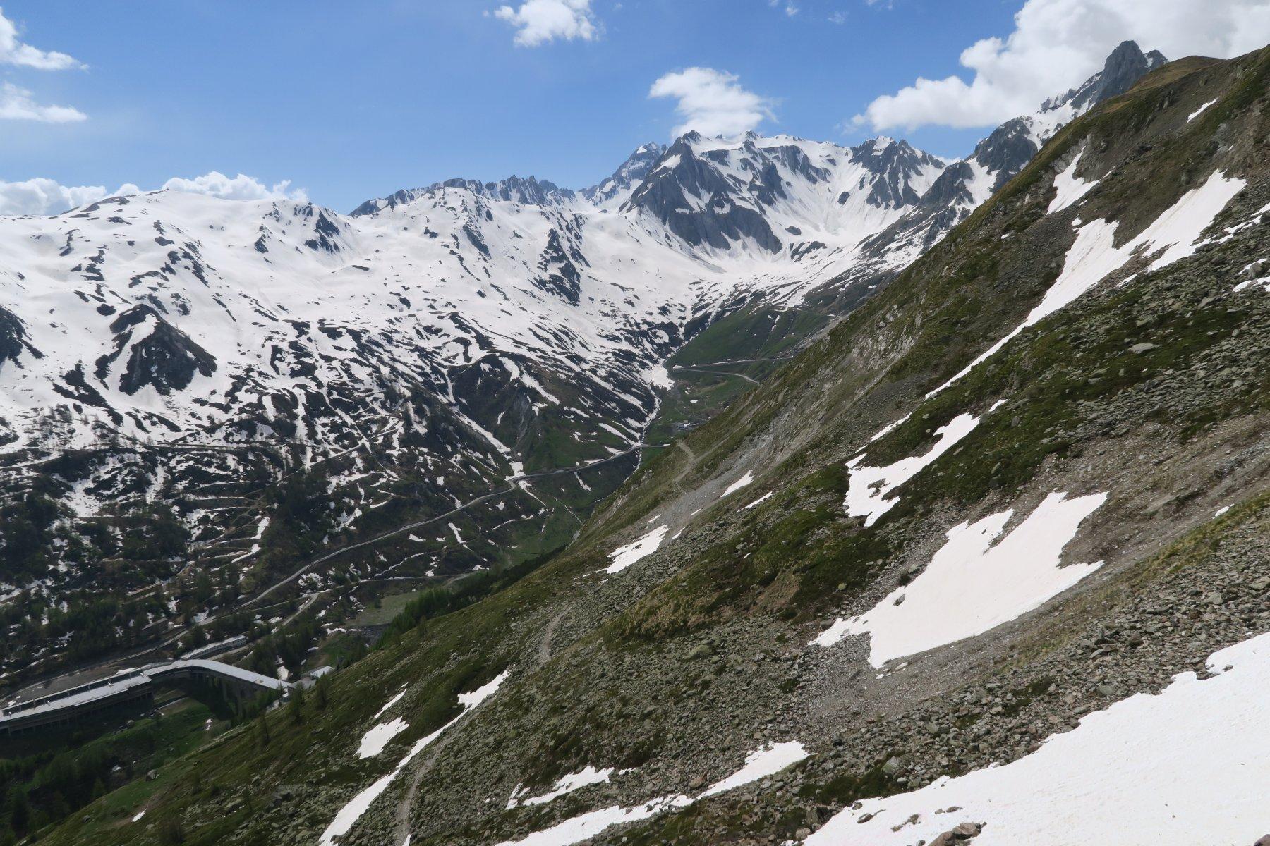 il sentiero che porta al Colle del G.S. Bernardo