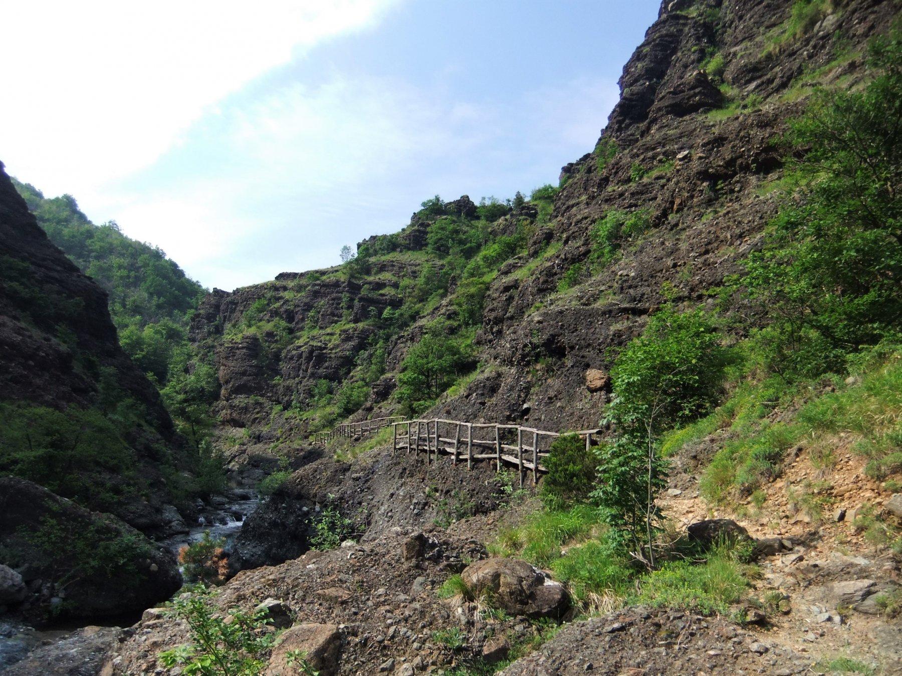 Sentiero in fondo al canyon