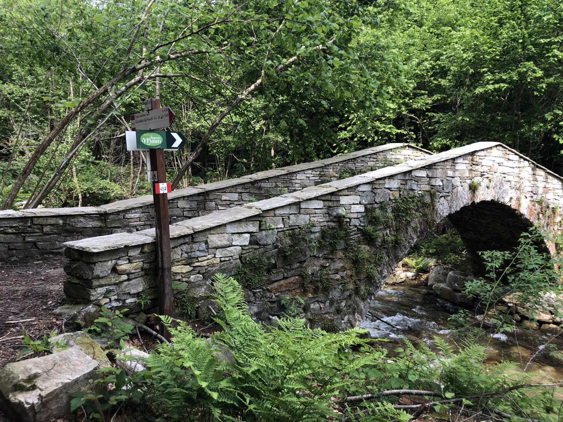Caratteristico ponte in pietra