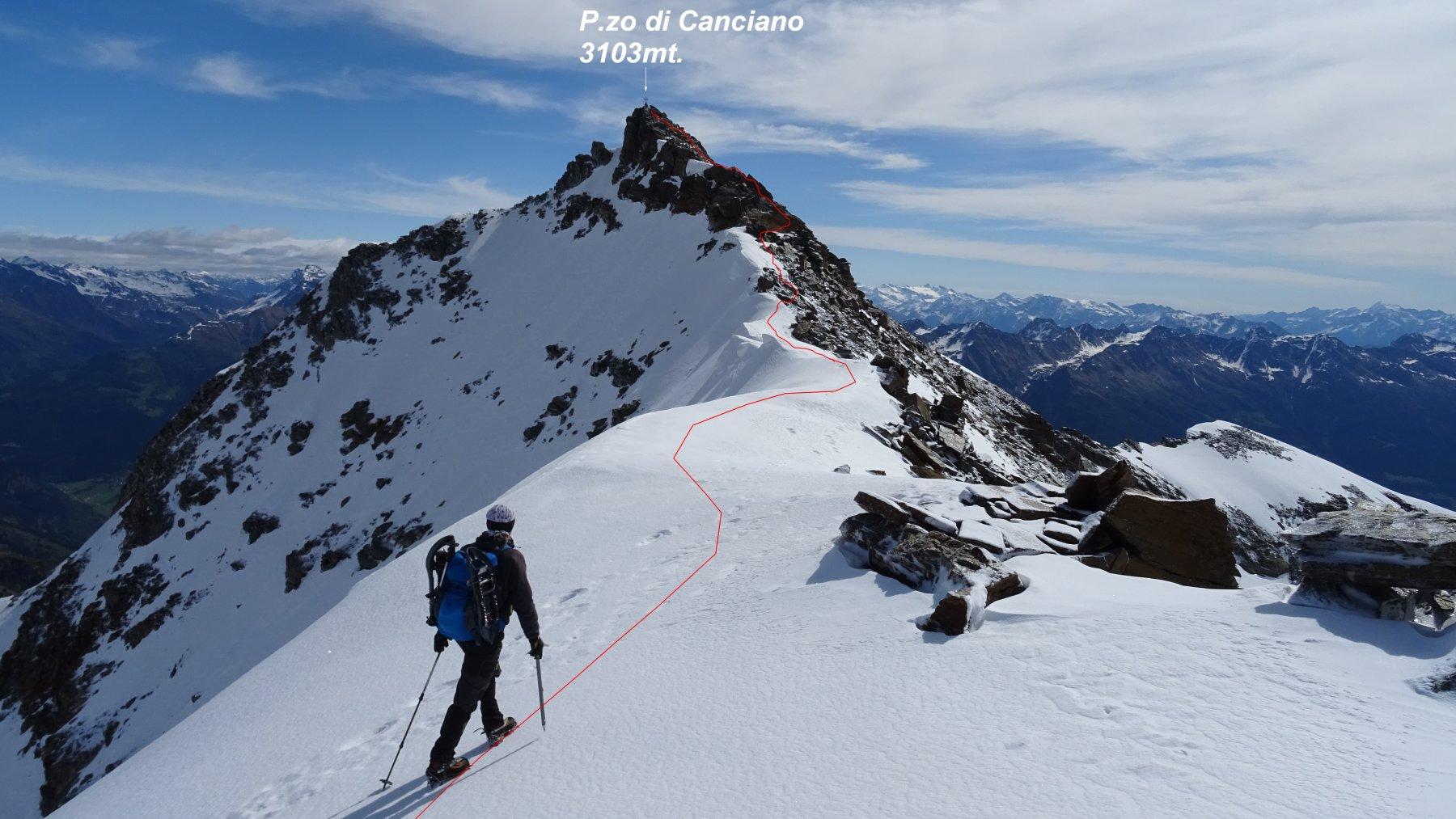 Ultimi metri per la facile cresta che sale al P.zo di Canciano.