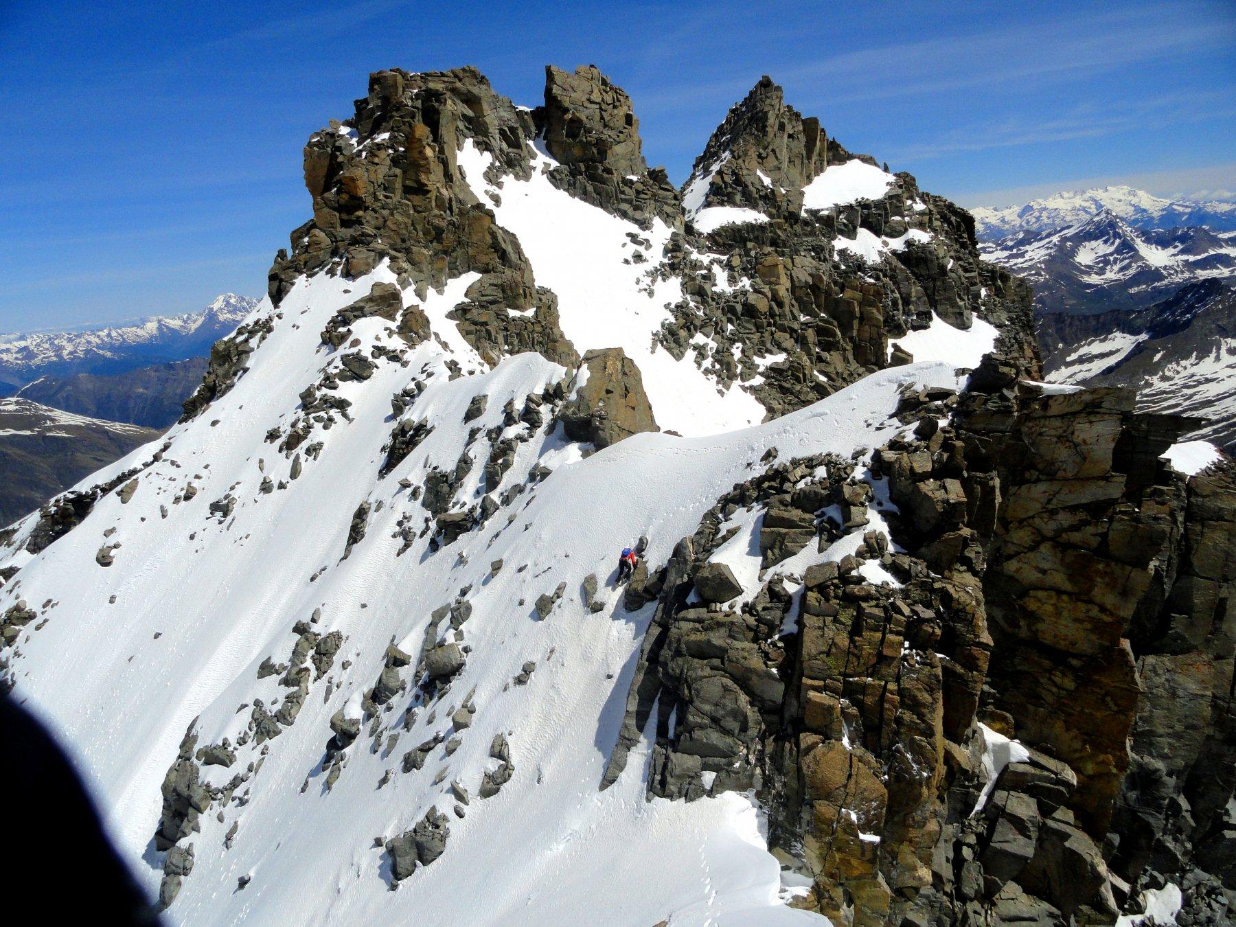 Bei passagi ripidi su neve sulla cresta finale