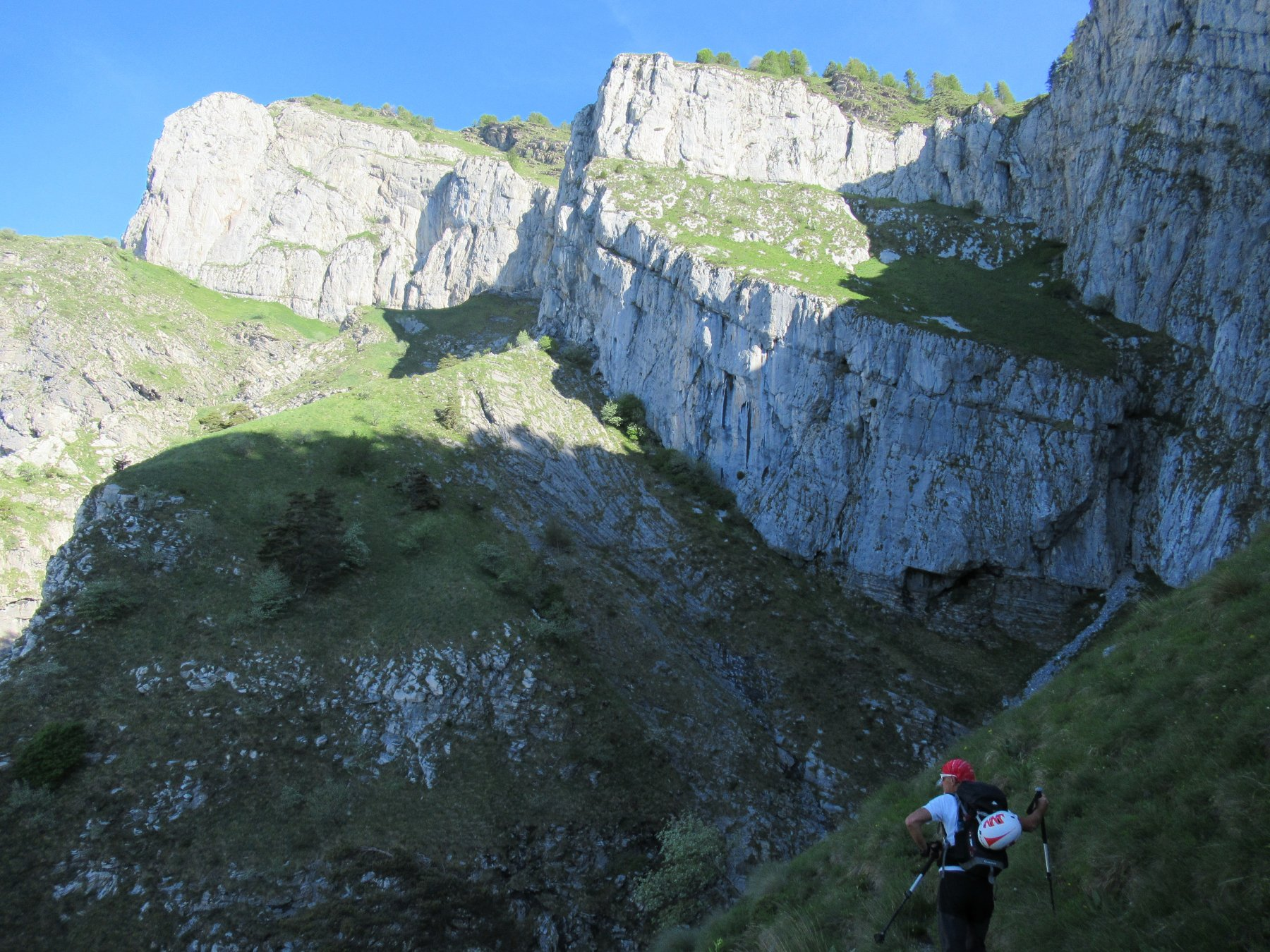 Le rampe erbose che si percorrono x la Via Salesi.
