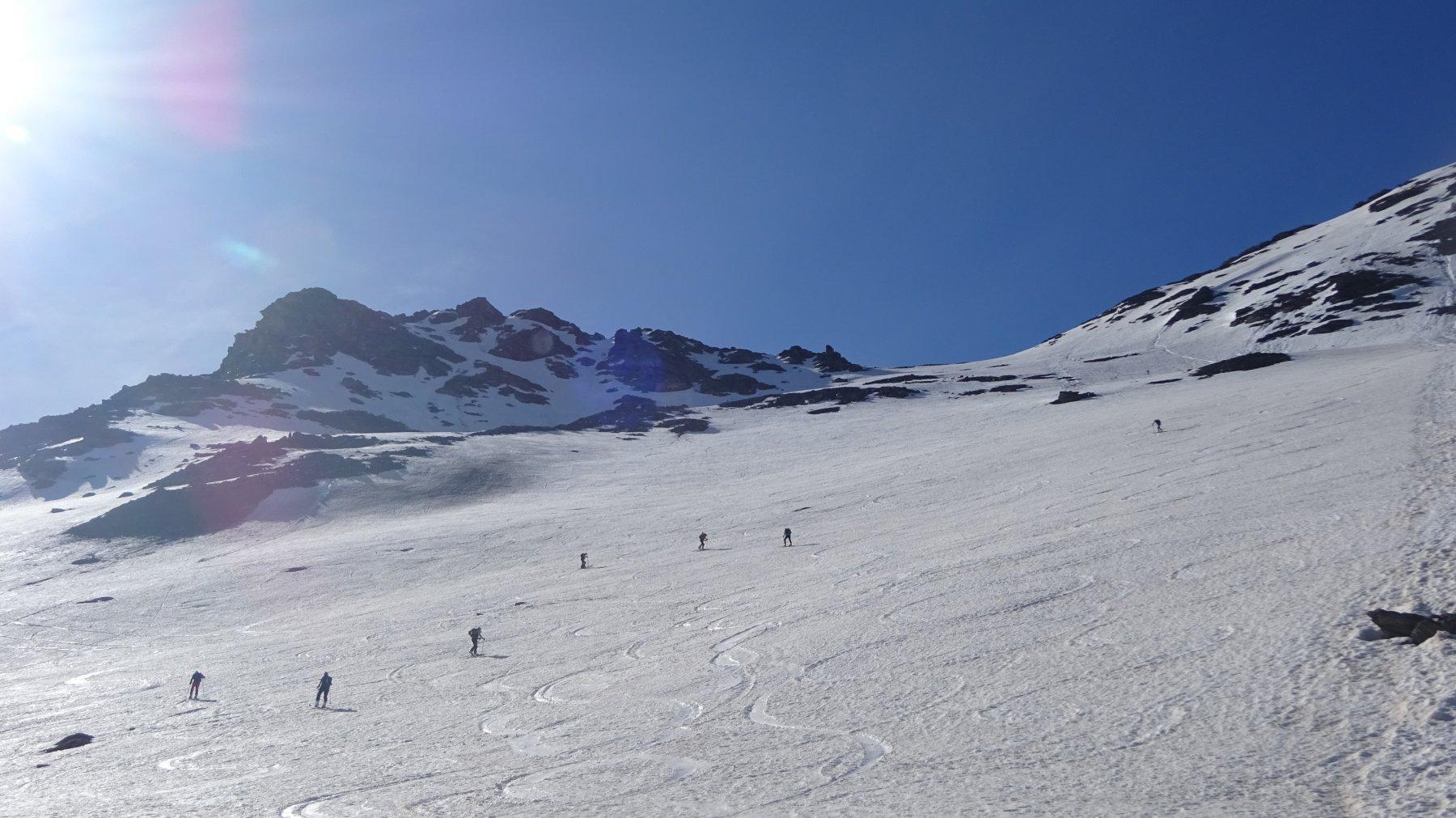 il ripido pendio che porta al colletto quota 2970 m.