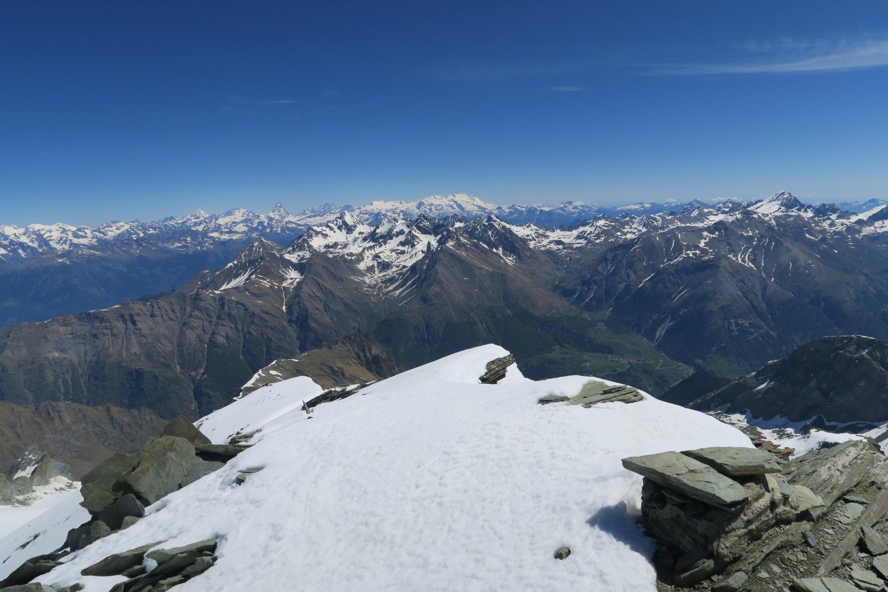 con gli sci fino in cima grazie alle nevicate di maggio
