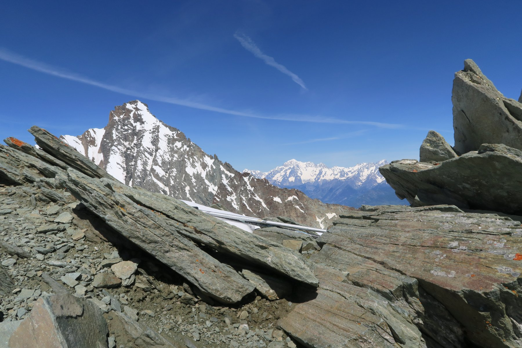 la Grivola ed in lontananza il Monte Bianco