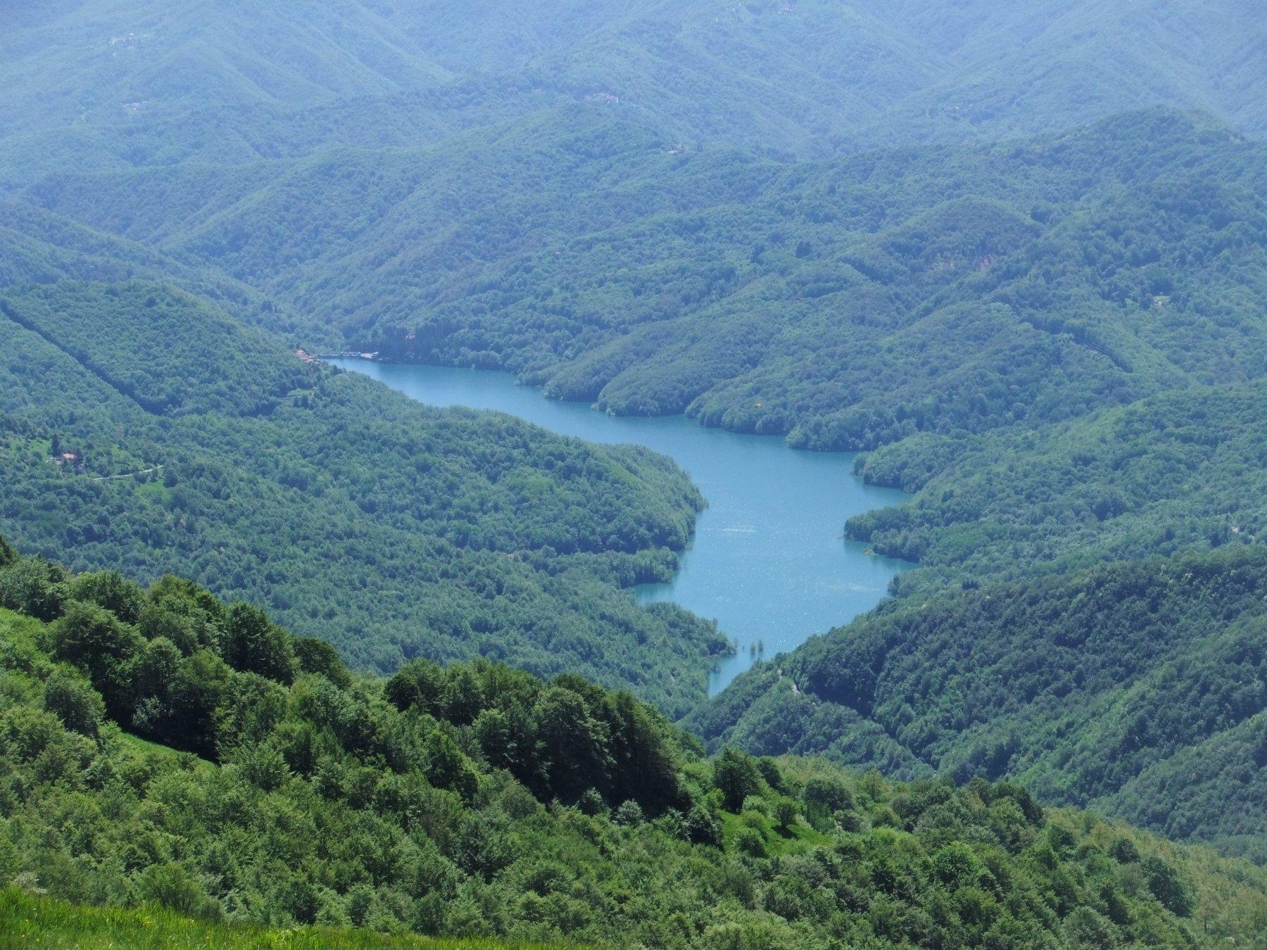 Lago del Brugneto dalla cima dell' Antola
