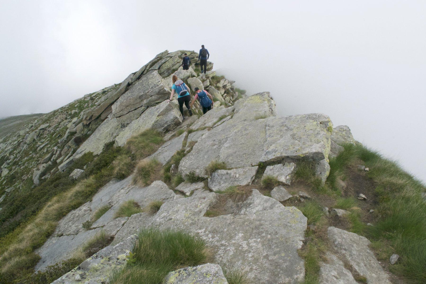 La crestina rocciosa scendendo