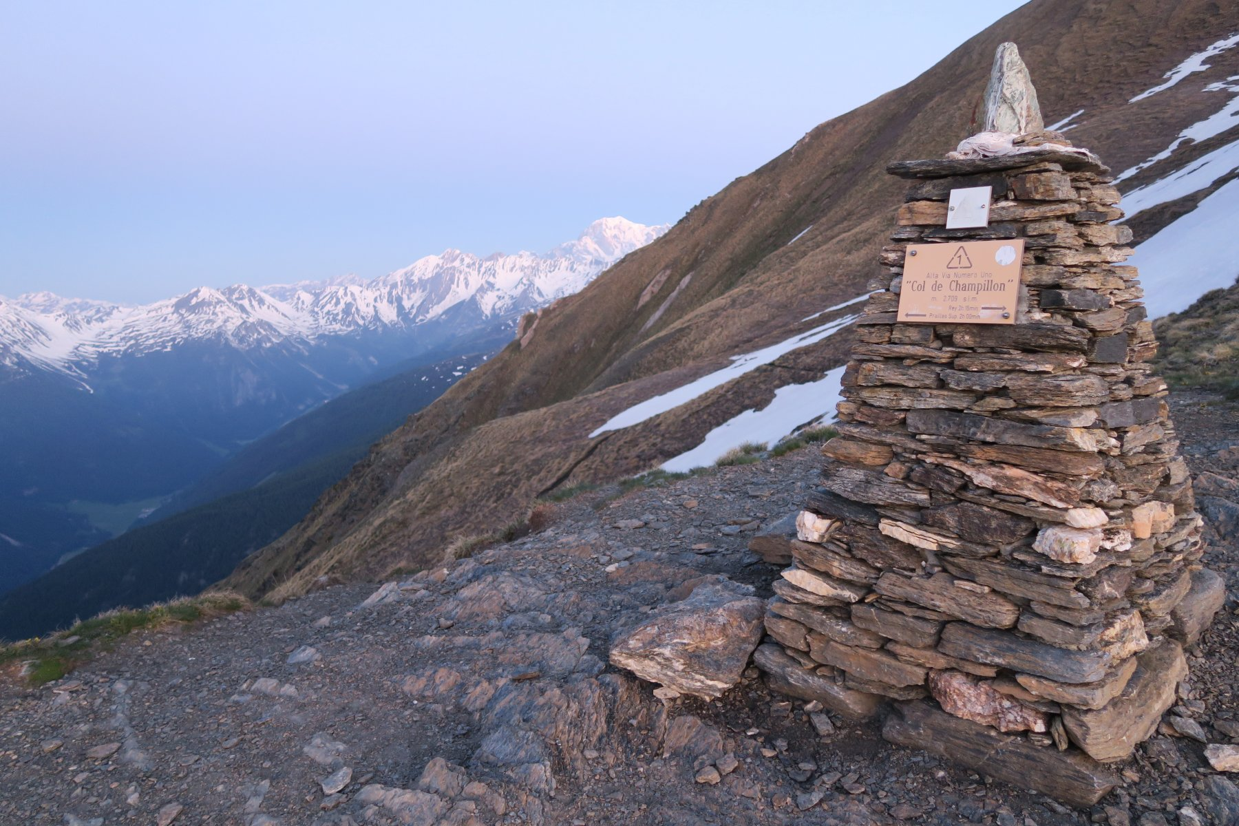 il Col Champillon con vista sul Bianco