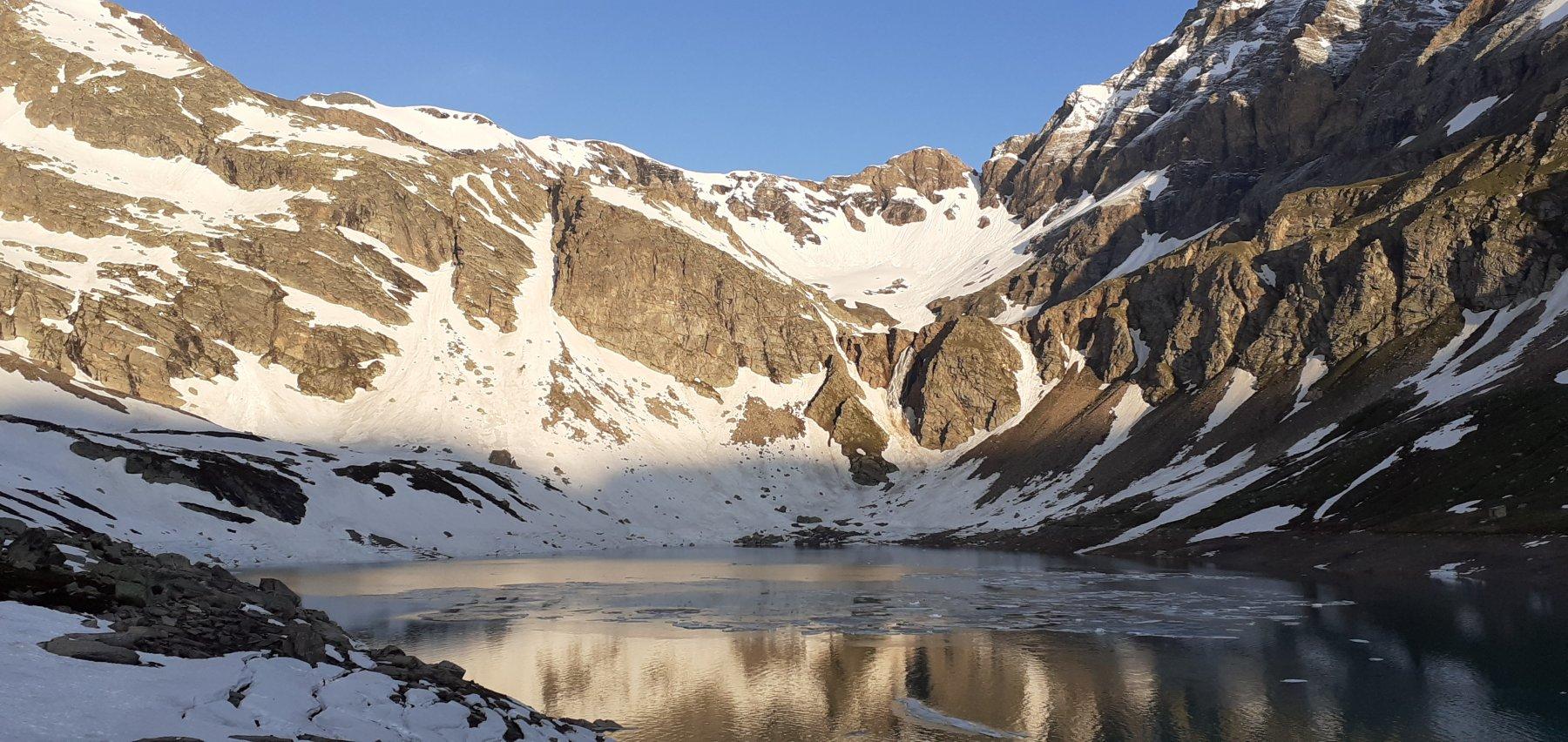 Alba sul lago del Serru'
