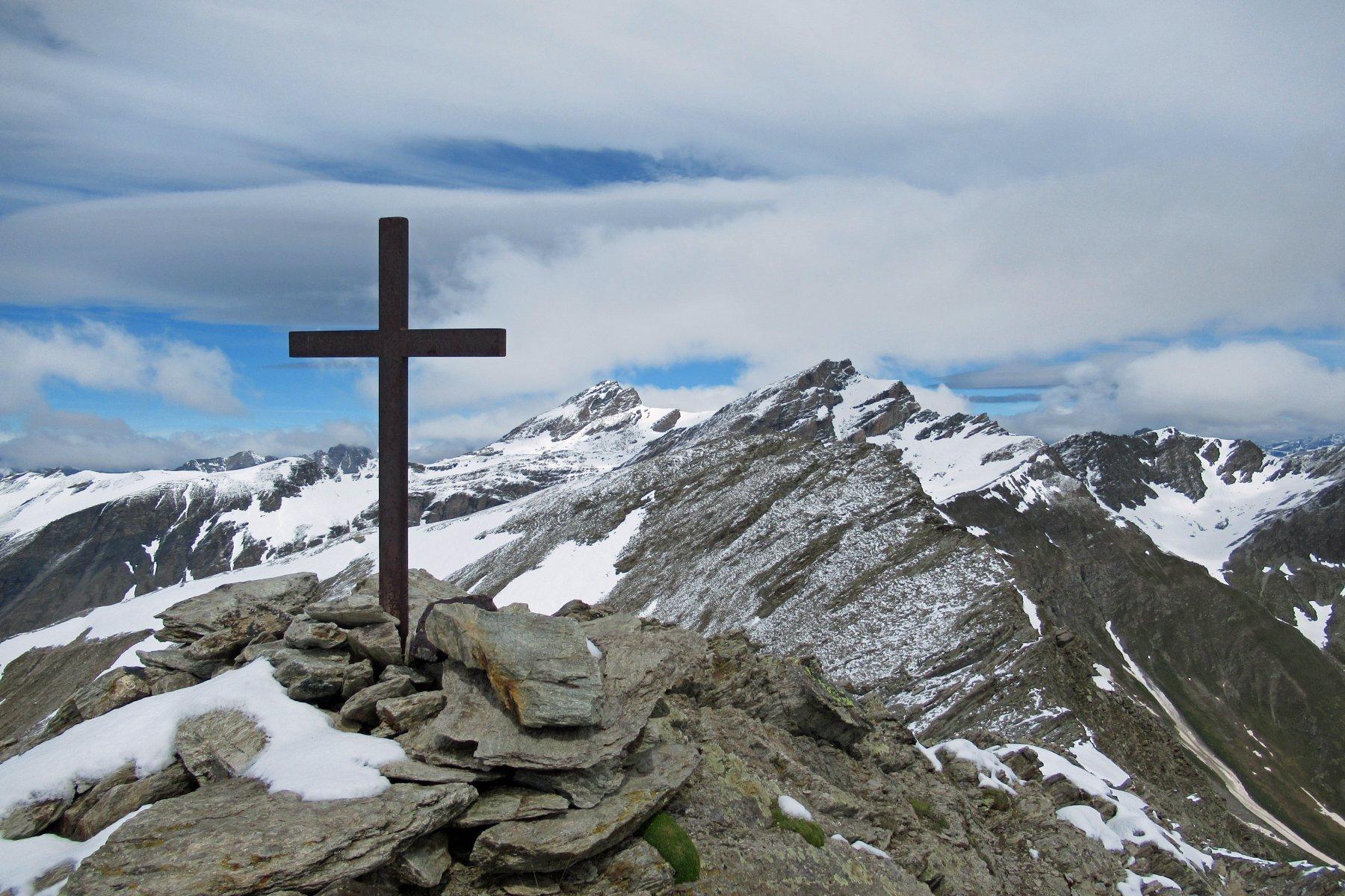 Croce del monte Ferra, dietro il Fiutrusa, Salza e Mongioia