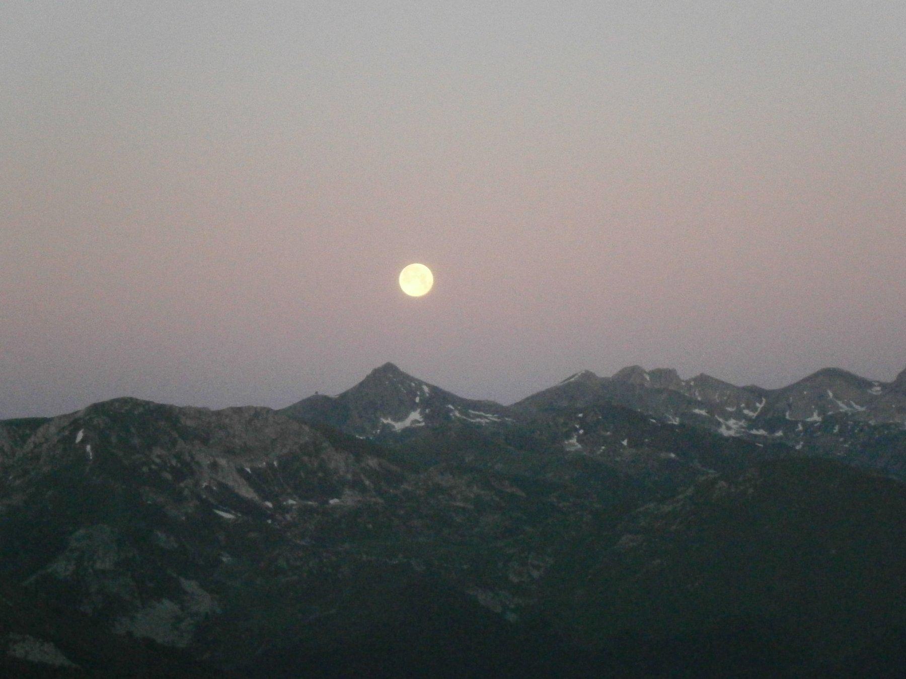 ...e selene tramonta sul Pizzo