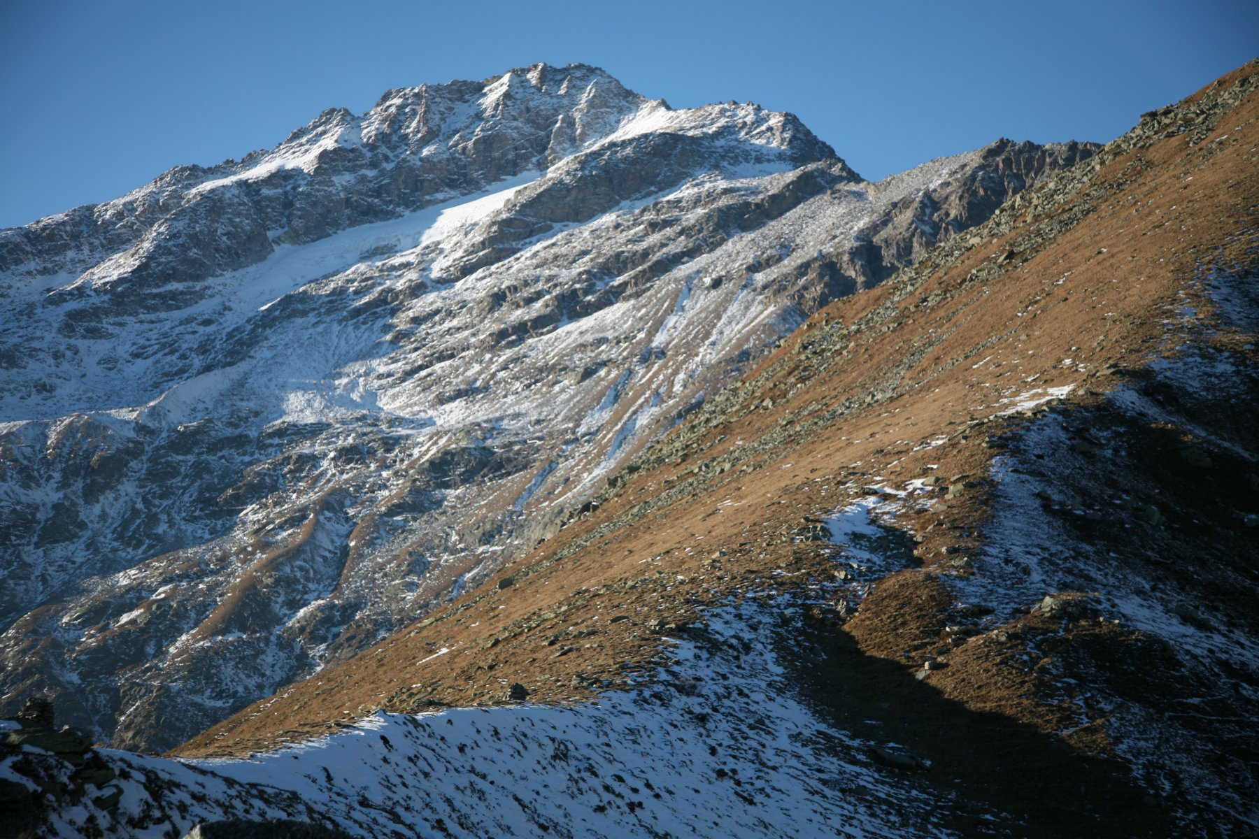 Autumn on  the large  2200m pass