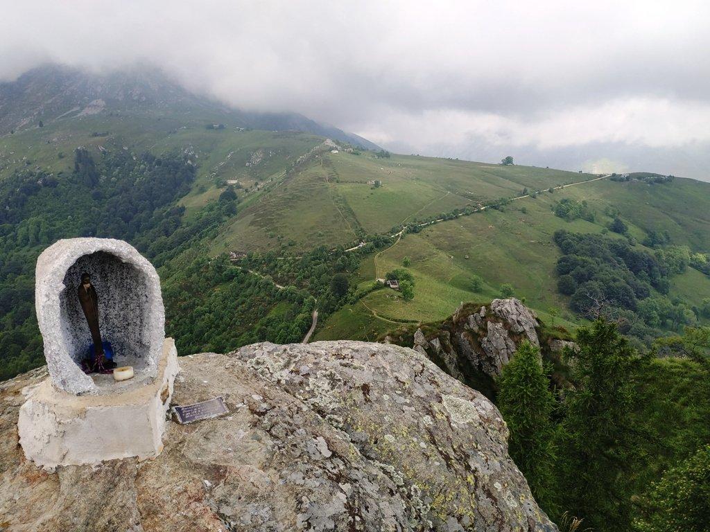 Sulla cima nord, verso Pian delle Nere.