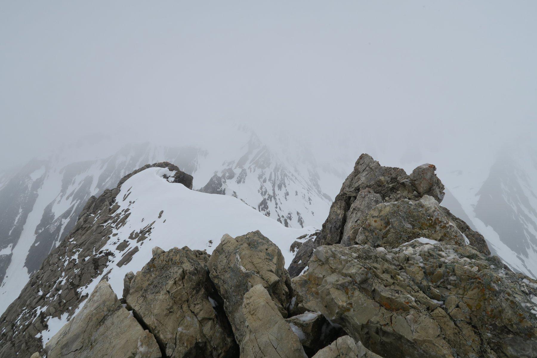 un'occhiata verso la Lesache avvolta dalle nebbie