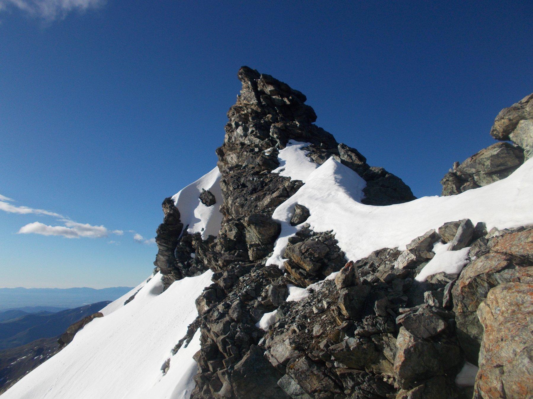 dove la cresta si assottiglia prima delle Rocce Fourion..