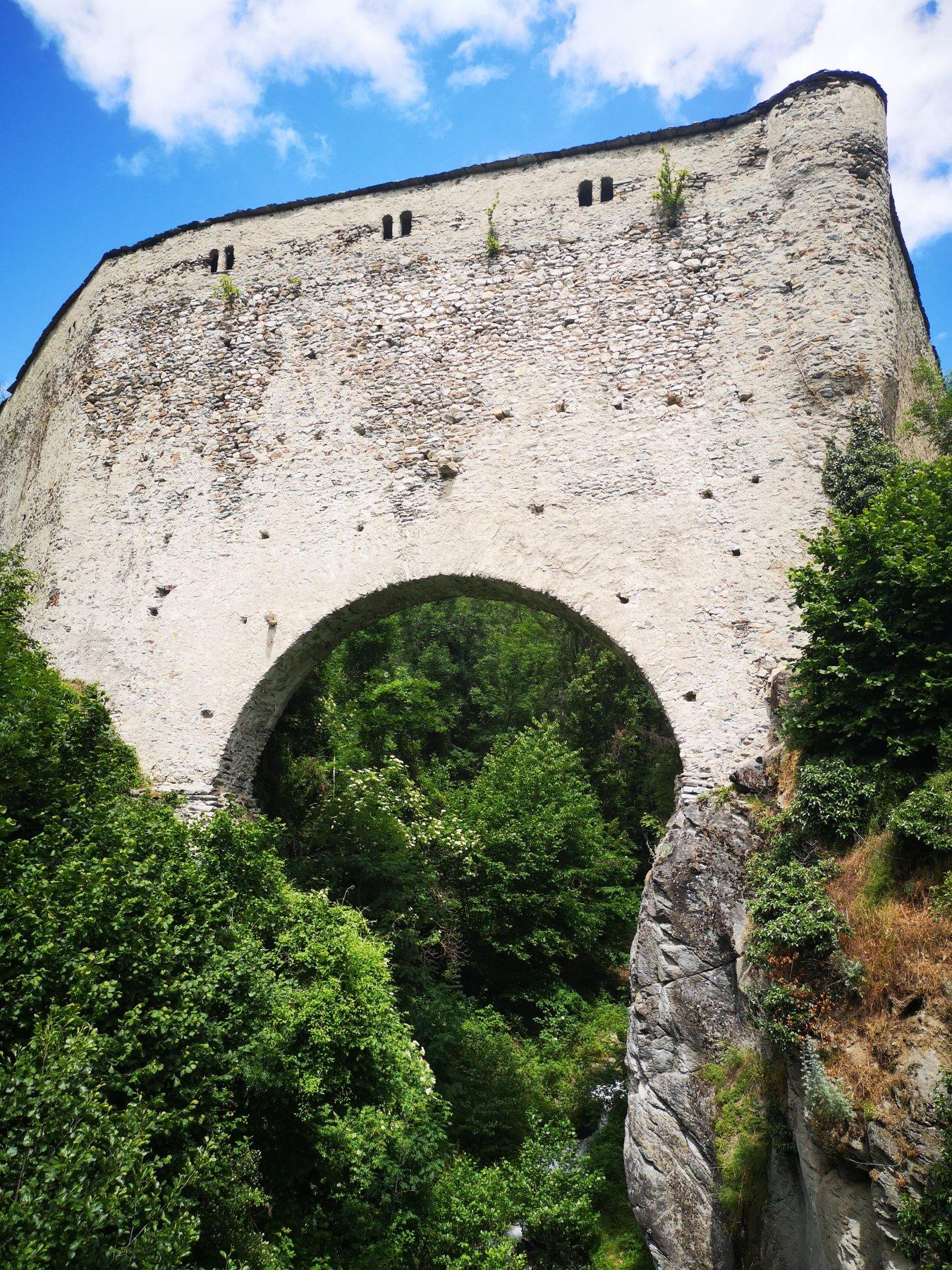 Ponte acquedotto Grand Arvou a Porossan
