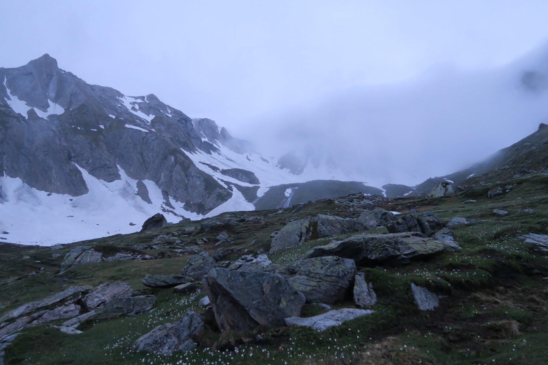 i nebbioni che al mattino coprivano la cima