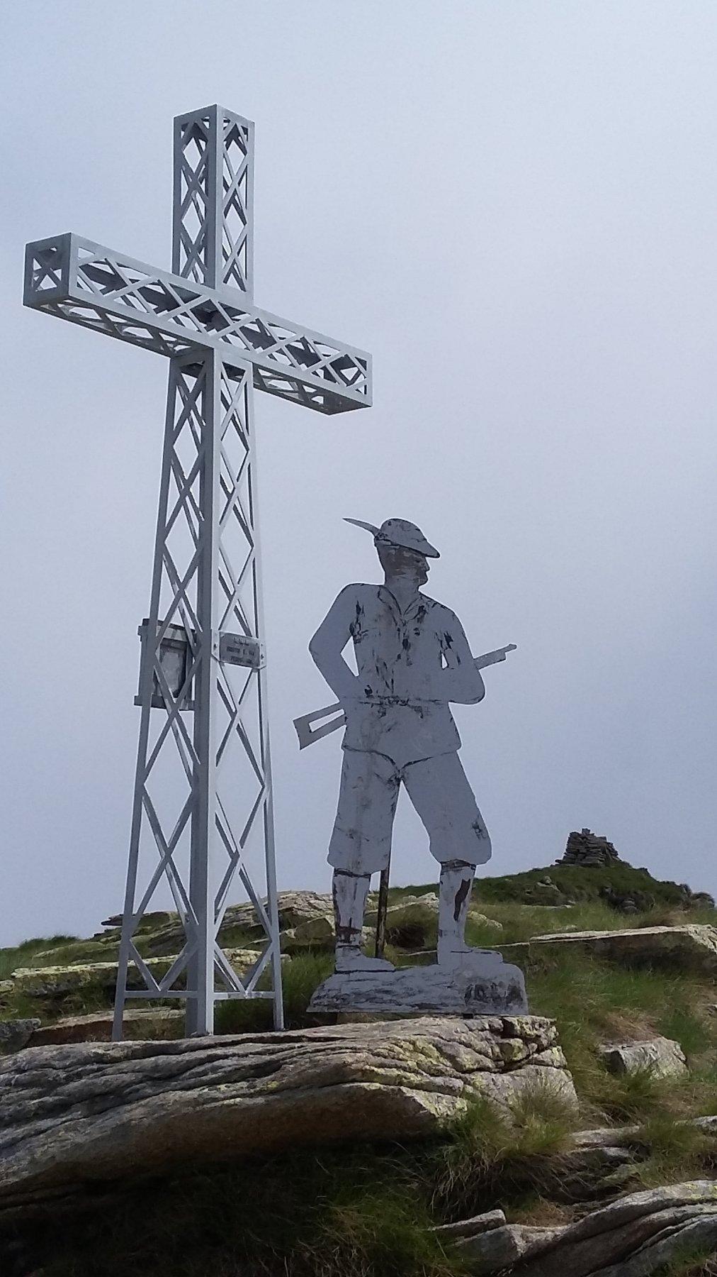 la croce della Bocciarda posta verso la Val Chisone