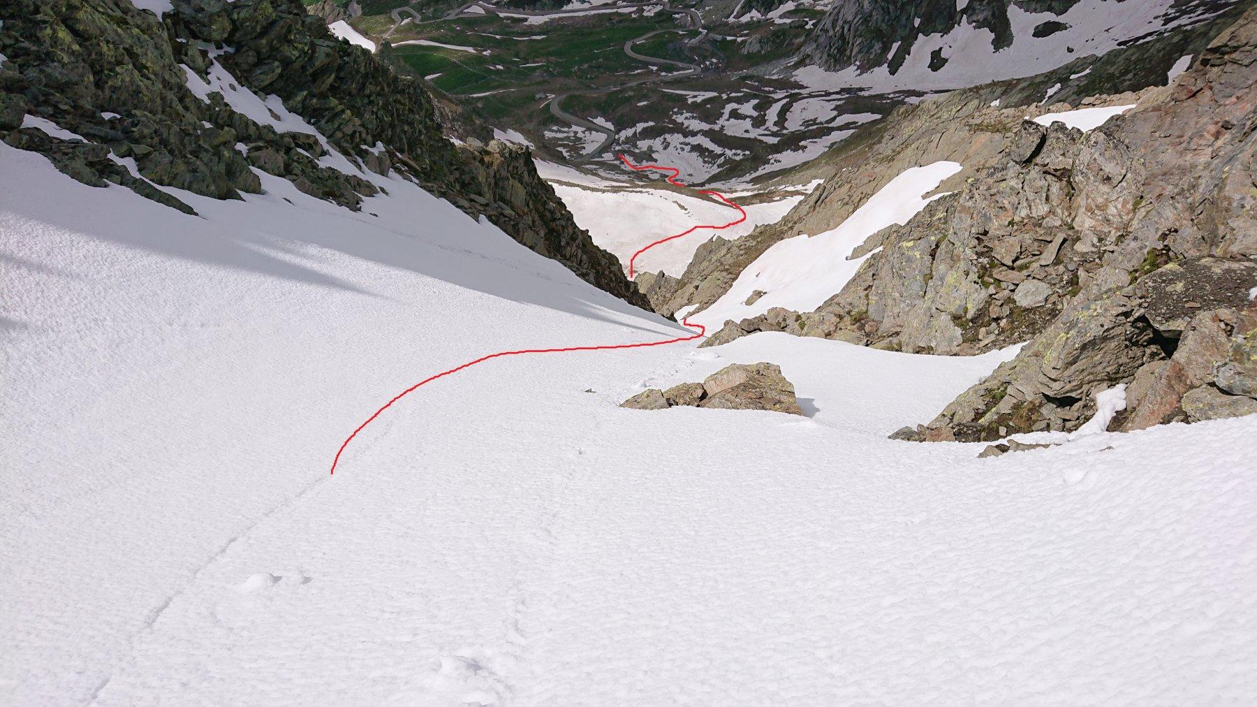 Linea di discesa con neve continua sino alla macchina