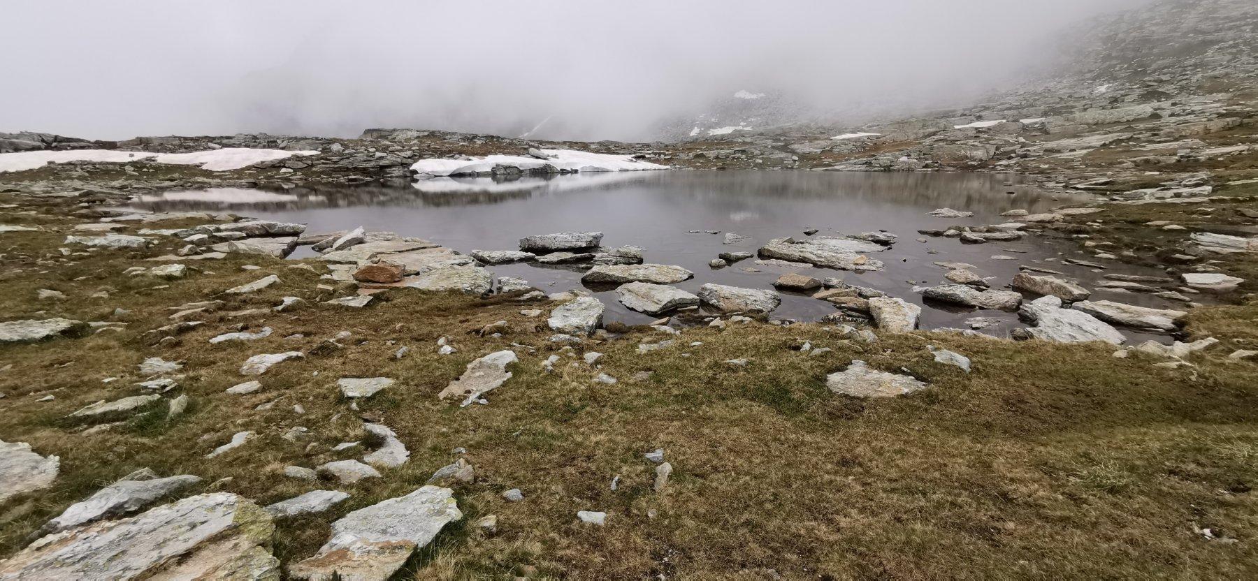 Lago Camoscere con la nebbia purtroppo