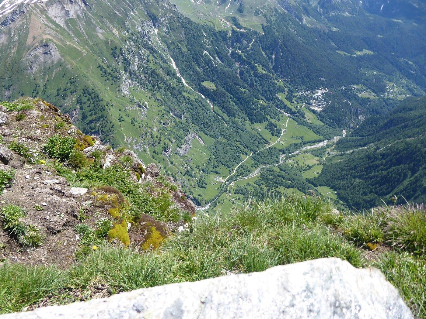 Dall cima vista su Ponte Campo praticamente sulla verticale.