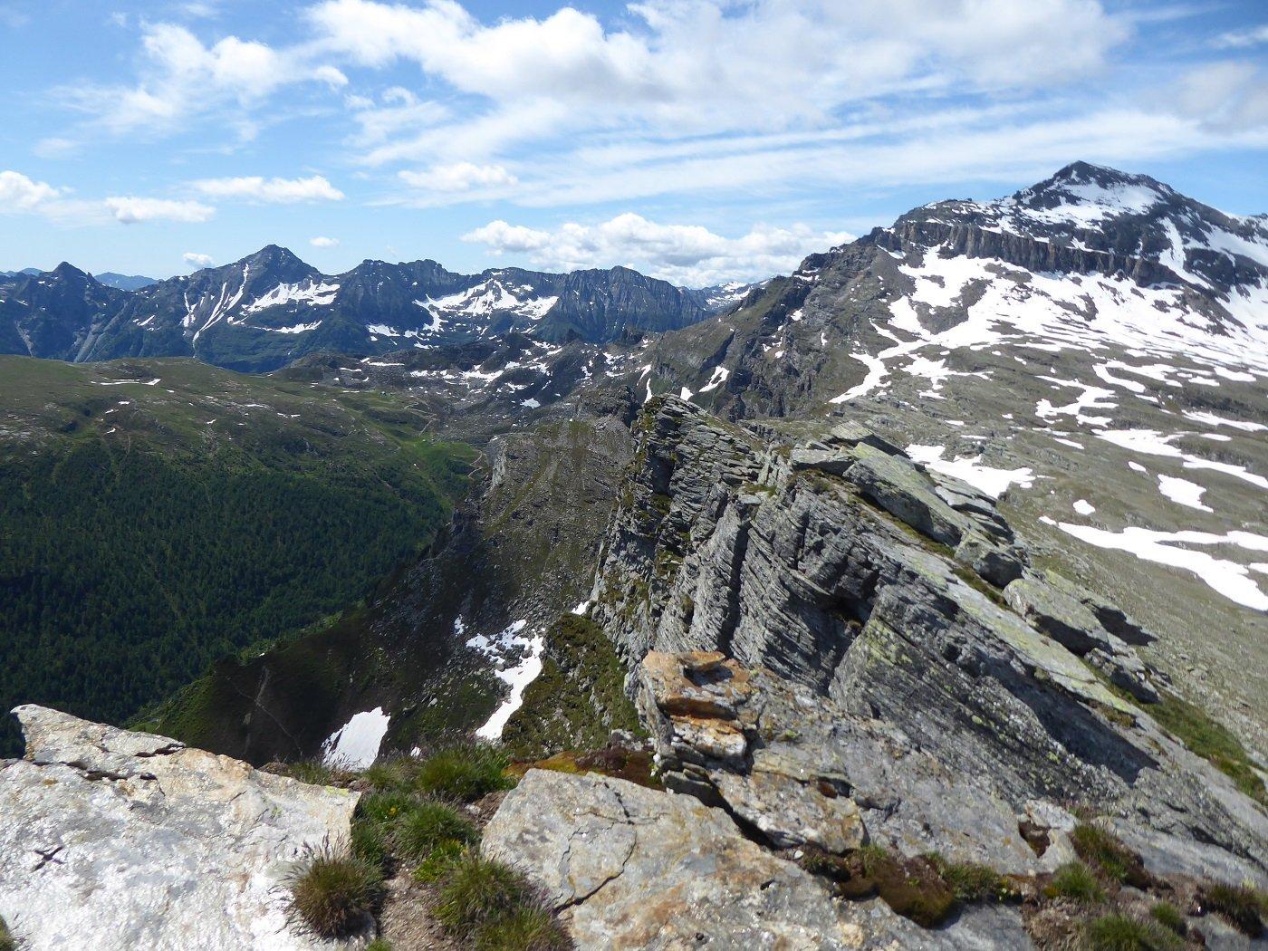 Dalla cima sguardo verso Passo del Croso e P.ta Valgrande.