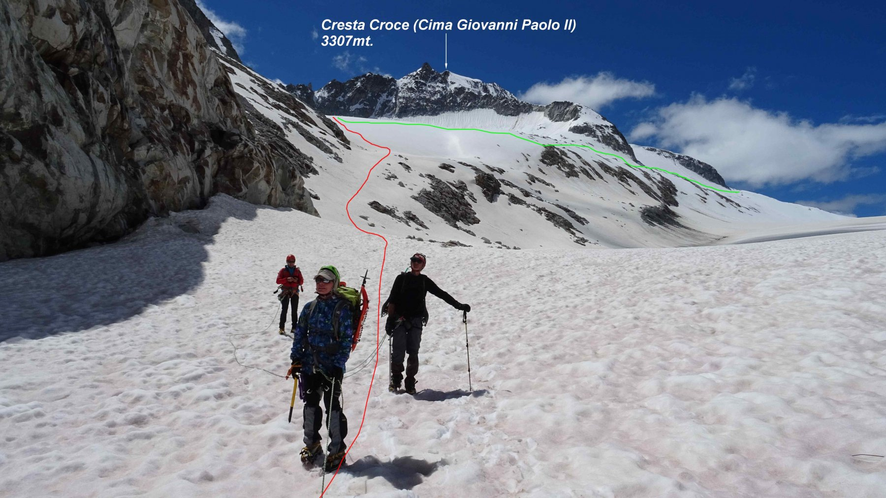 In rosso la traccia di salita al Rif,ai Caduti dell'Adamello in verde quella che traversa verso Cima Cannone.