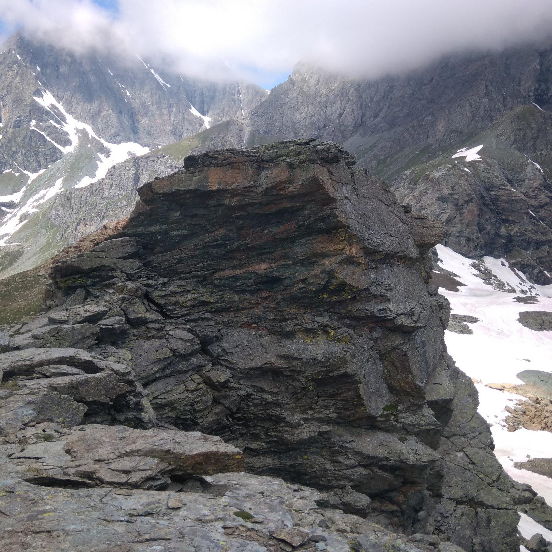 il Salto dell'antecima vista da un intaglio presso la vera cima o presunta