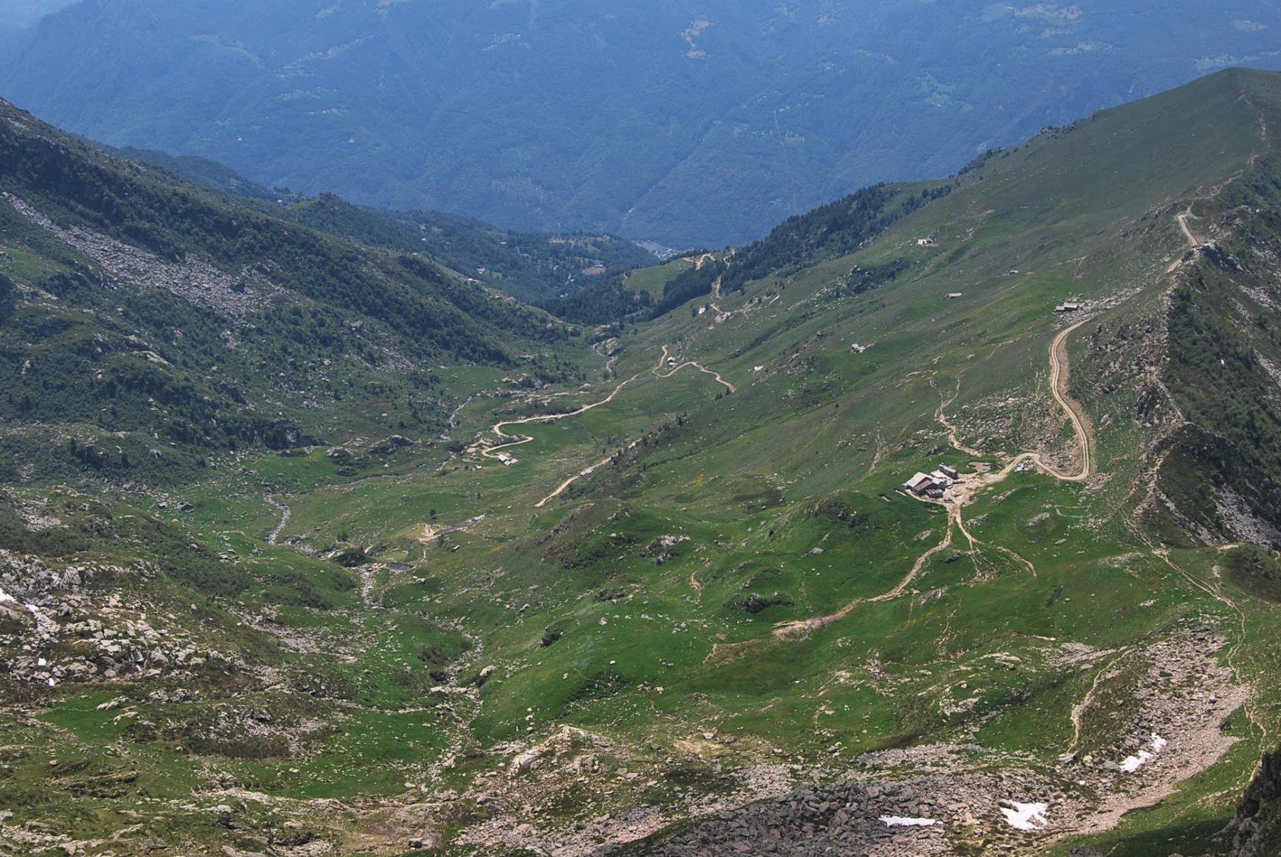 Roux (Mont) e Mont Bechit da Oropa, traversata a Trovinasse per il Rifugio Coda 2020-06-23