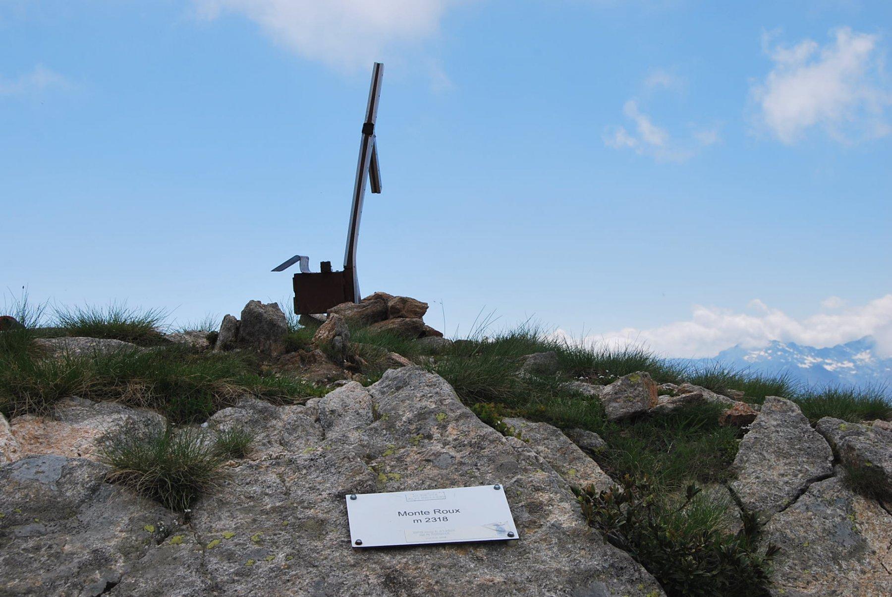 La vetta del Mont Roux, con la croce senza un braccio
