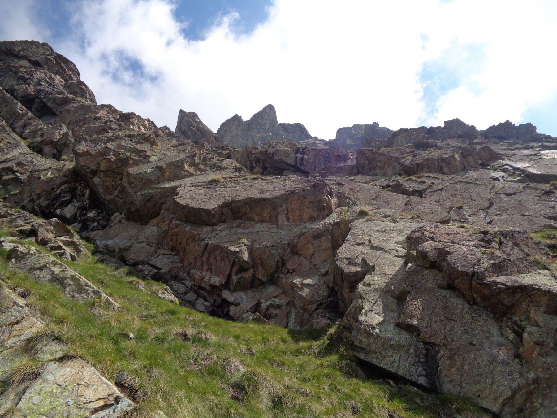La facile zona centrale di balze rocciose e cenge erbose