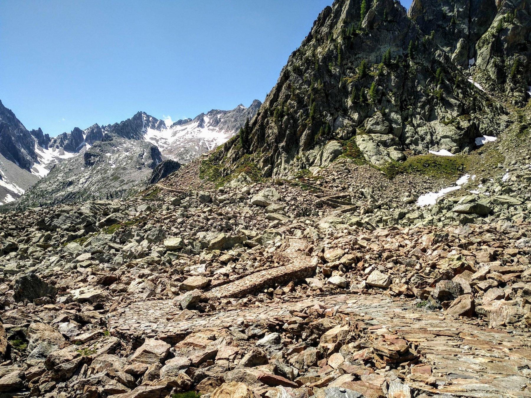 sentiero tra lago di Valscura e lago Claus