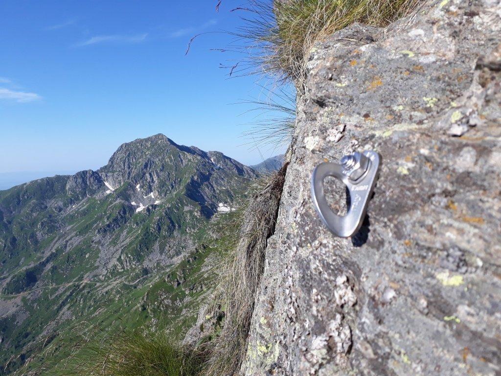 Monte Camino - Cresta Est: il primo spit con il Mucrone sullo sfondo