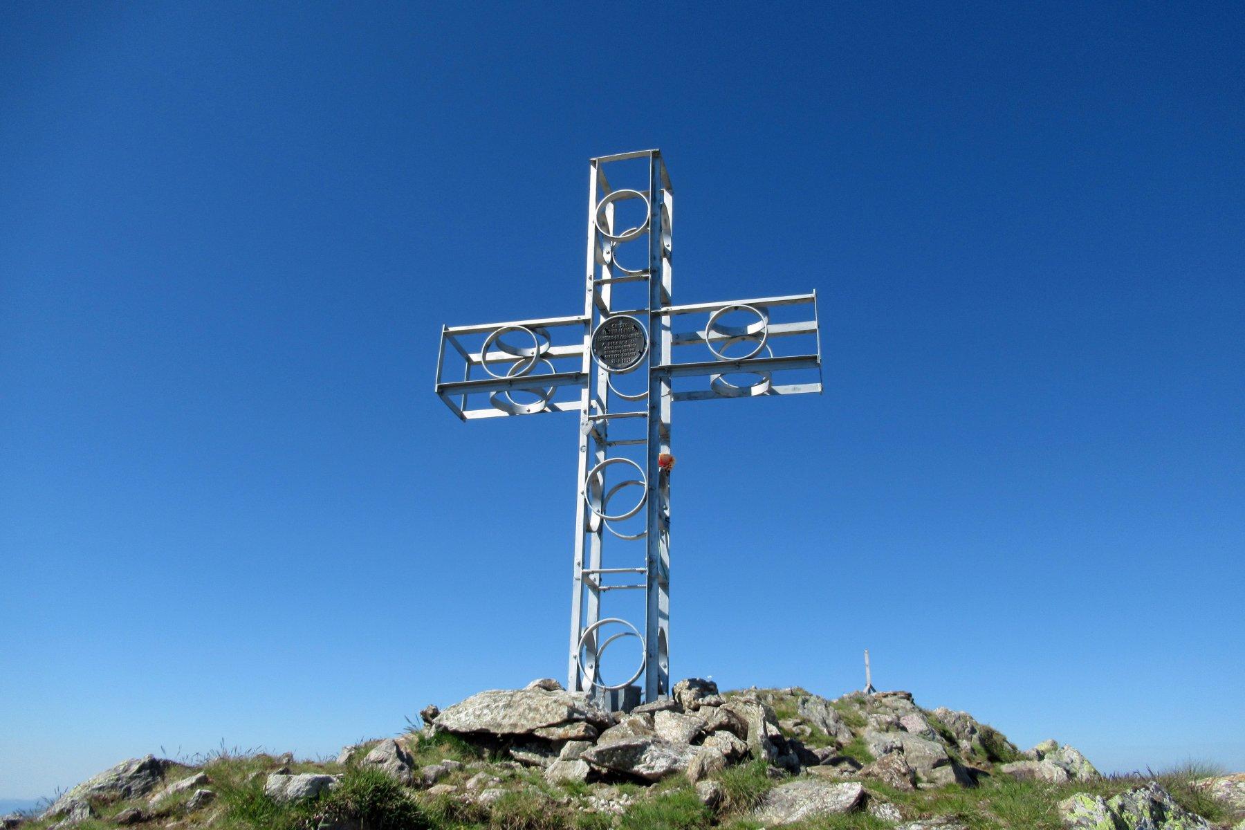 La croce di vetta della Rocca di San Bernolfo