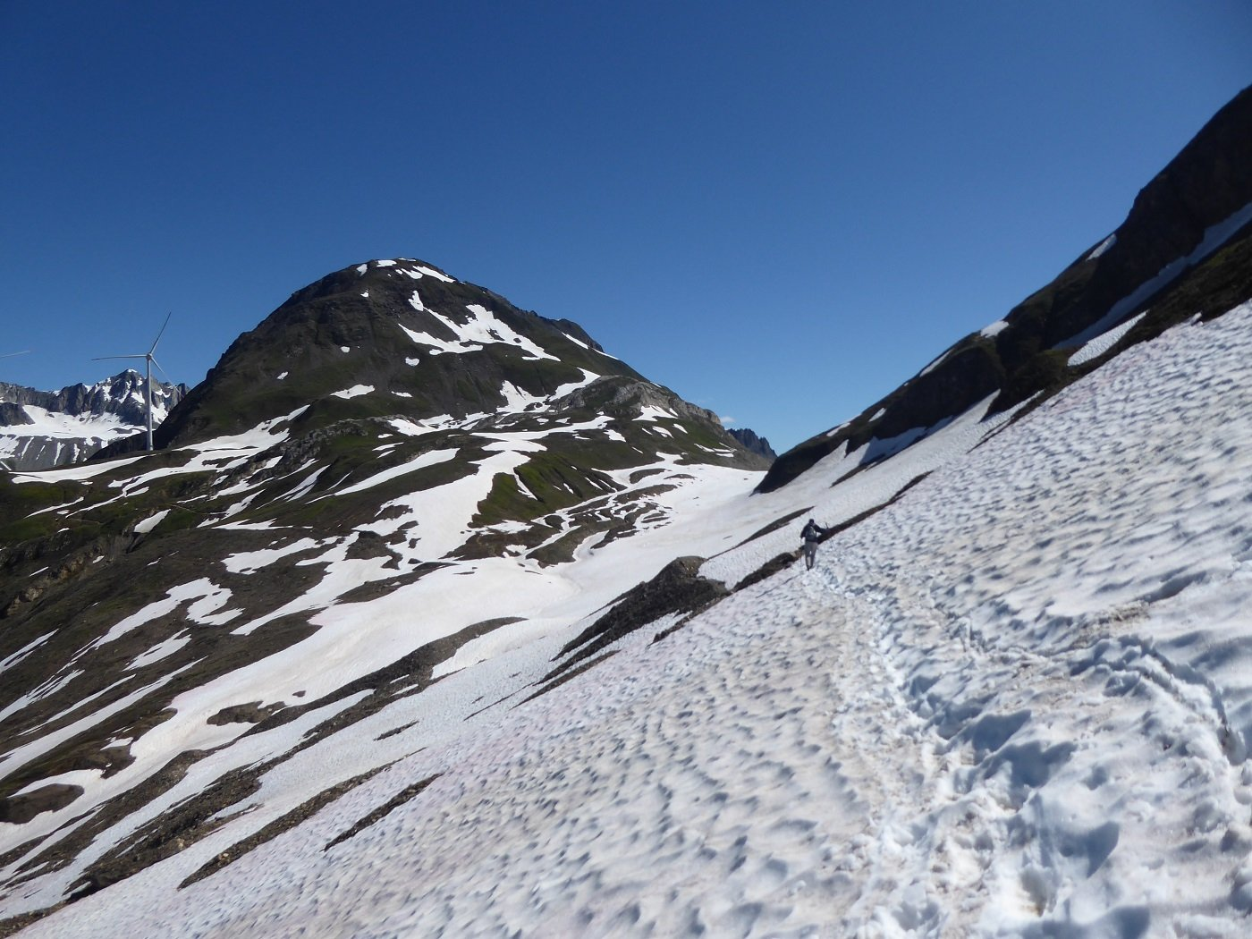 Il Nufenenstock visto dal tratto tra Passo del Gries e Passo del Corno.